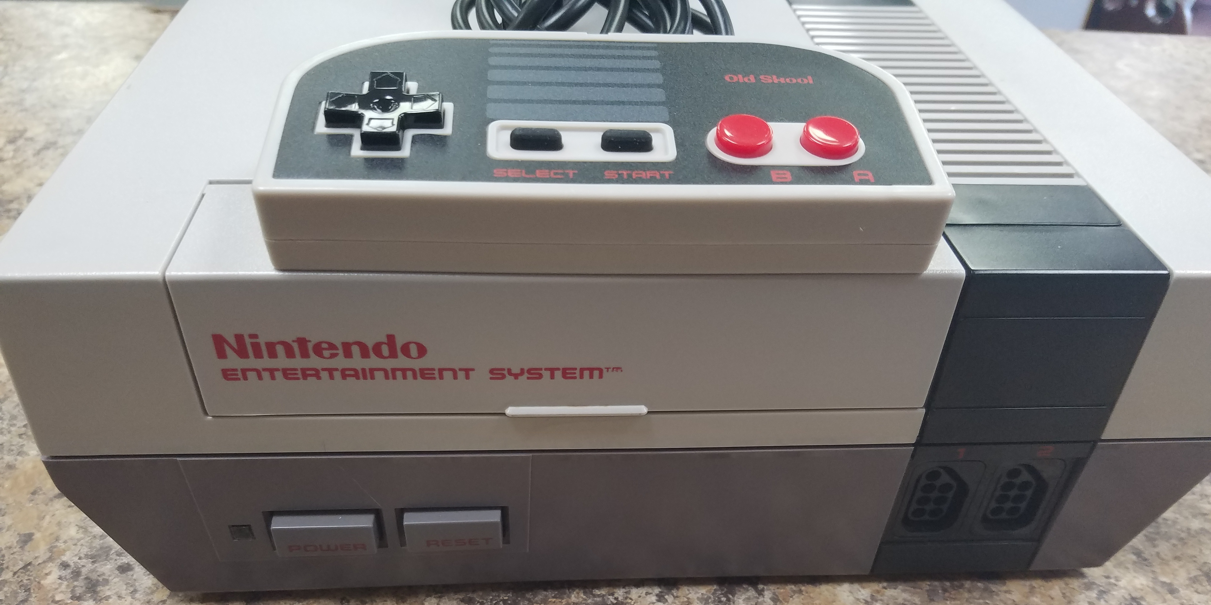 NES-001  NINTENDO GAME SYSTEMS