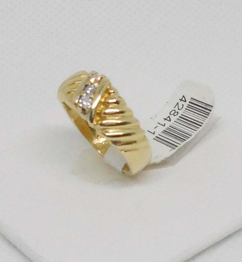 RIBBED BAND WITH DIAMONDS