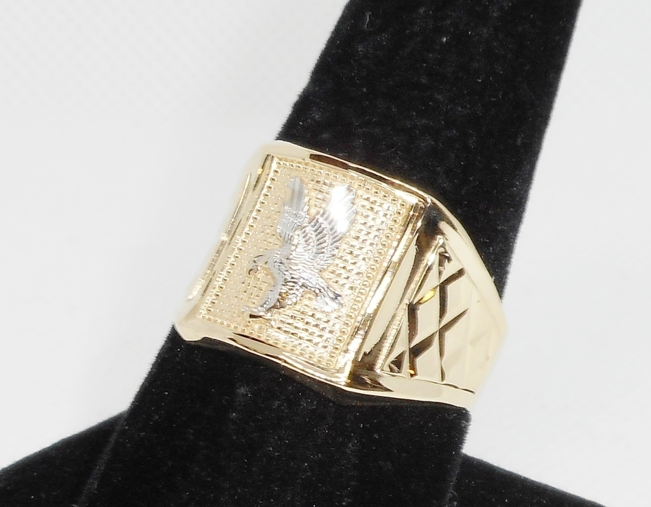 RING WITH EAGLE DESIGN