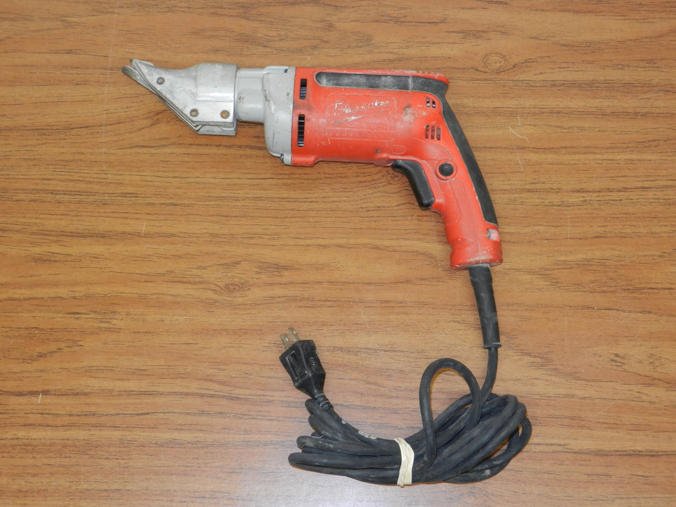 Milwaukee 6852-20 Corded Sheet Metal Shear, 18-Gauge 6.8 amp ***PRE-OWNED