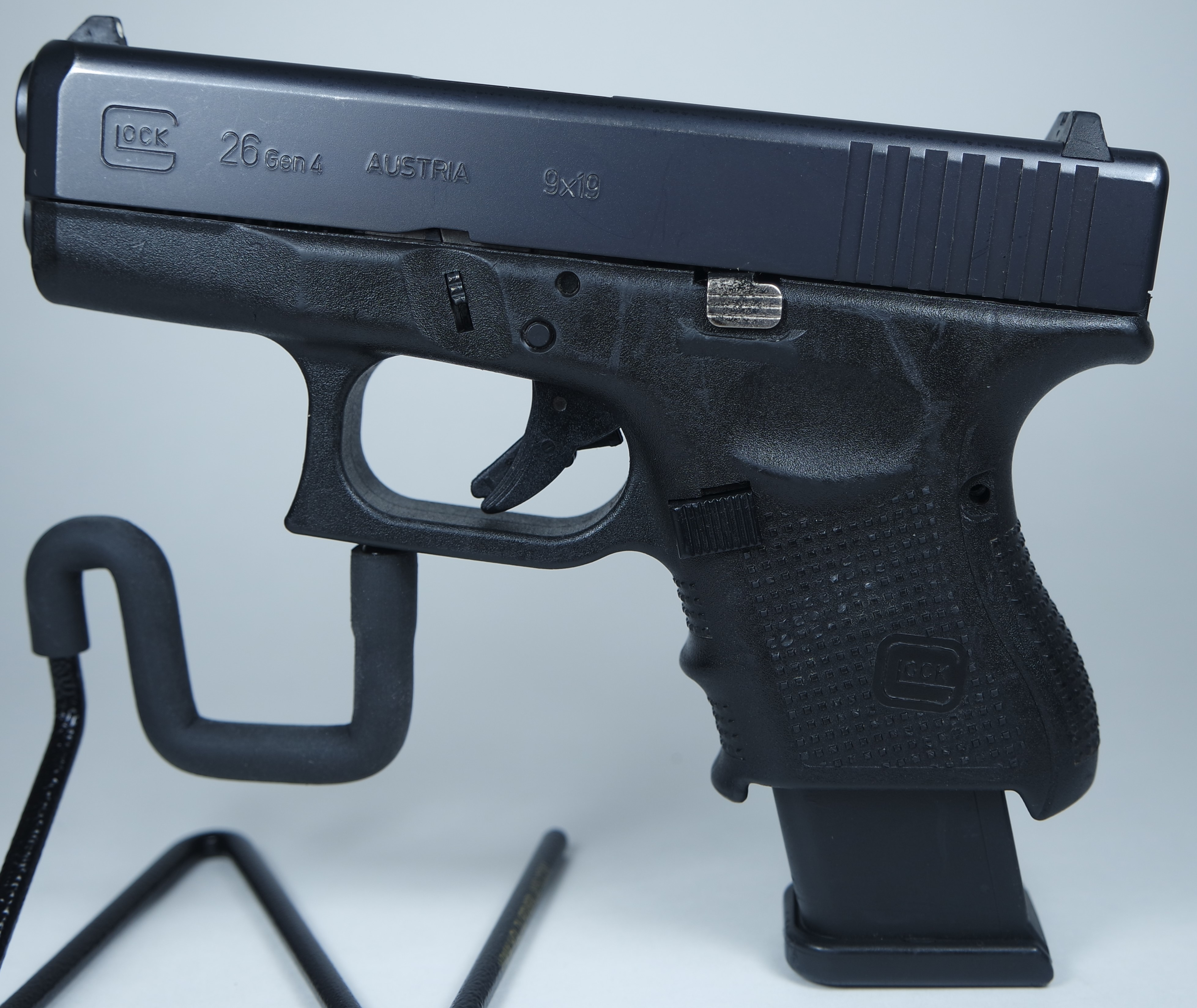 Glock 26 Gen 4 Pistol 9mm 3in 15rd Black Sub-Compact Fixed Sights Pre-owned