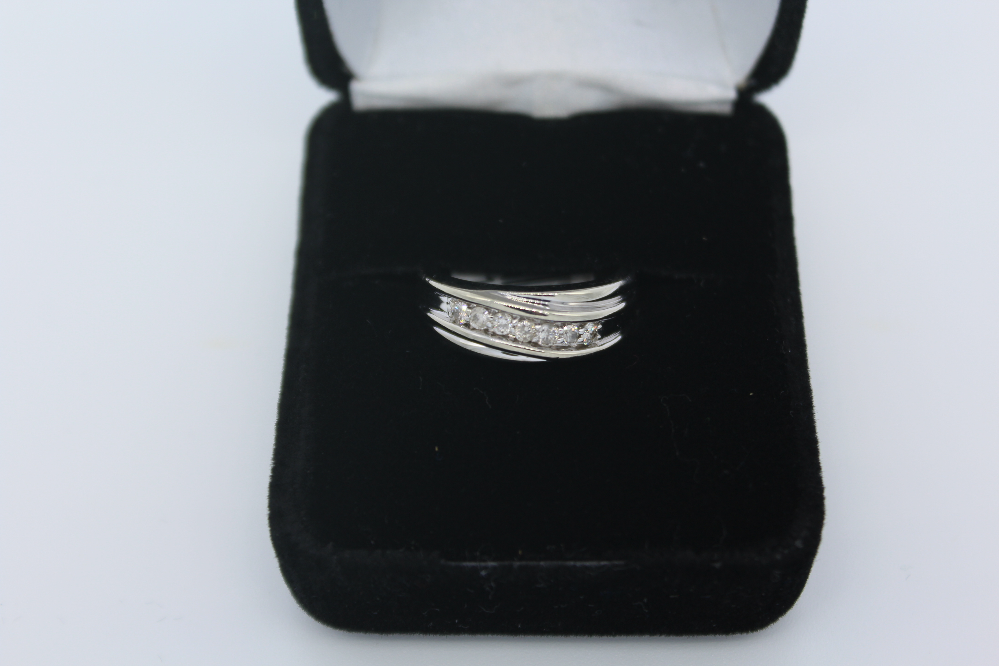 White Gold & Diamond Ring