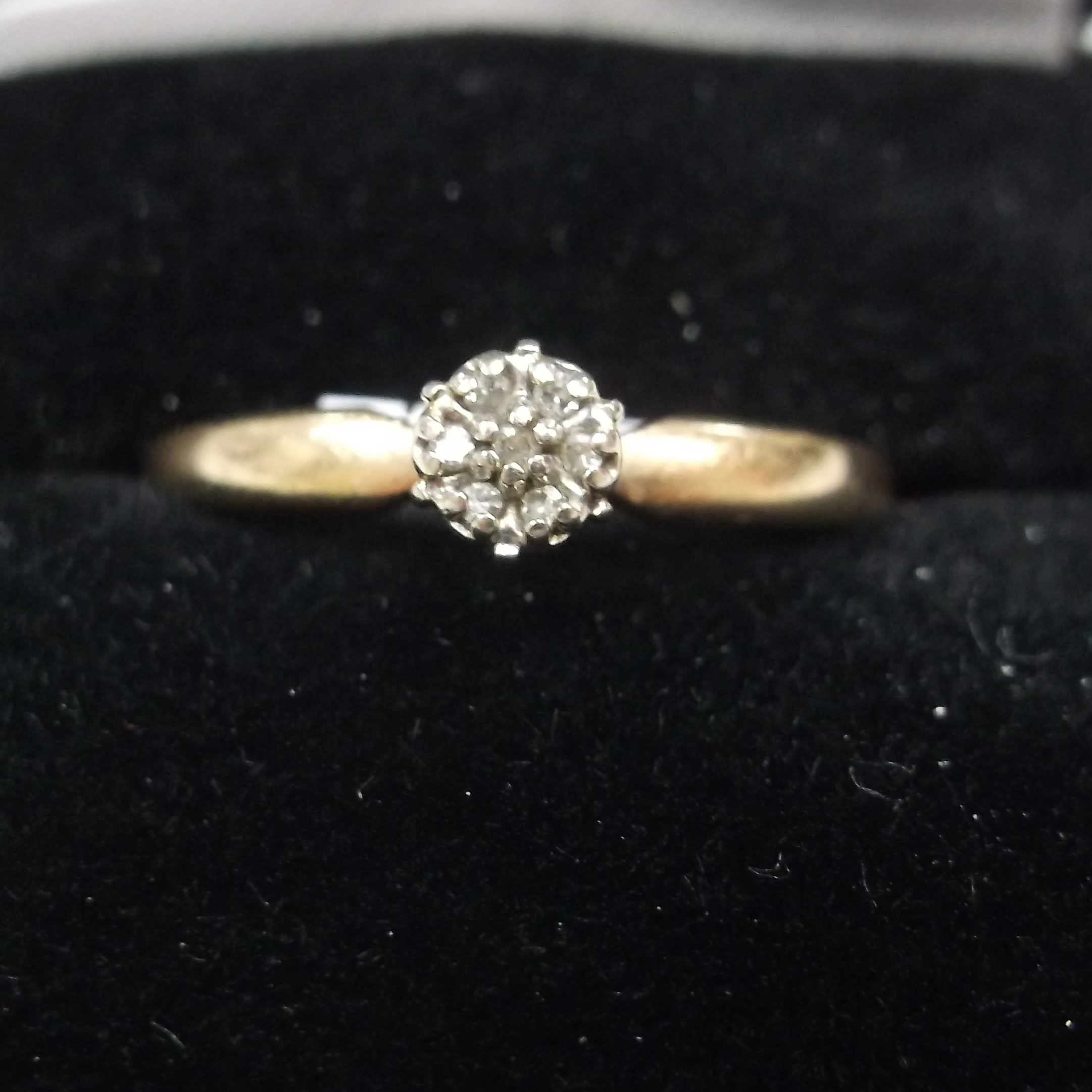 10 KT YELLOW GOLD ENGAGEMENT RING