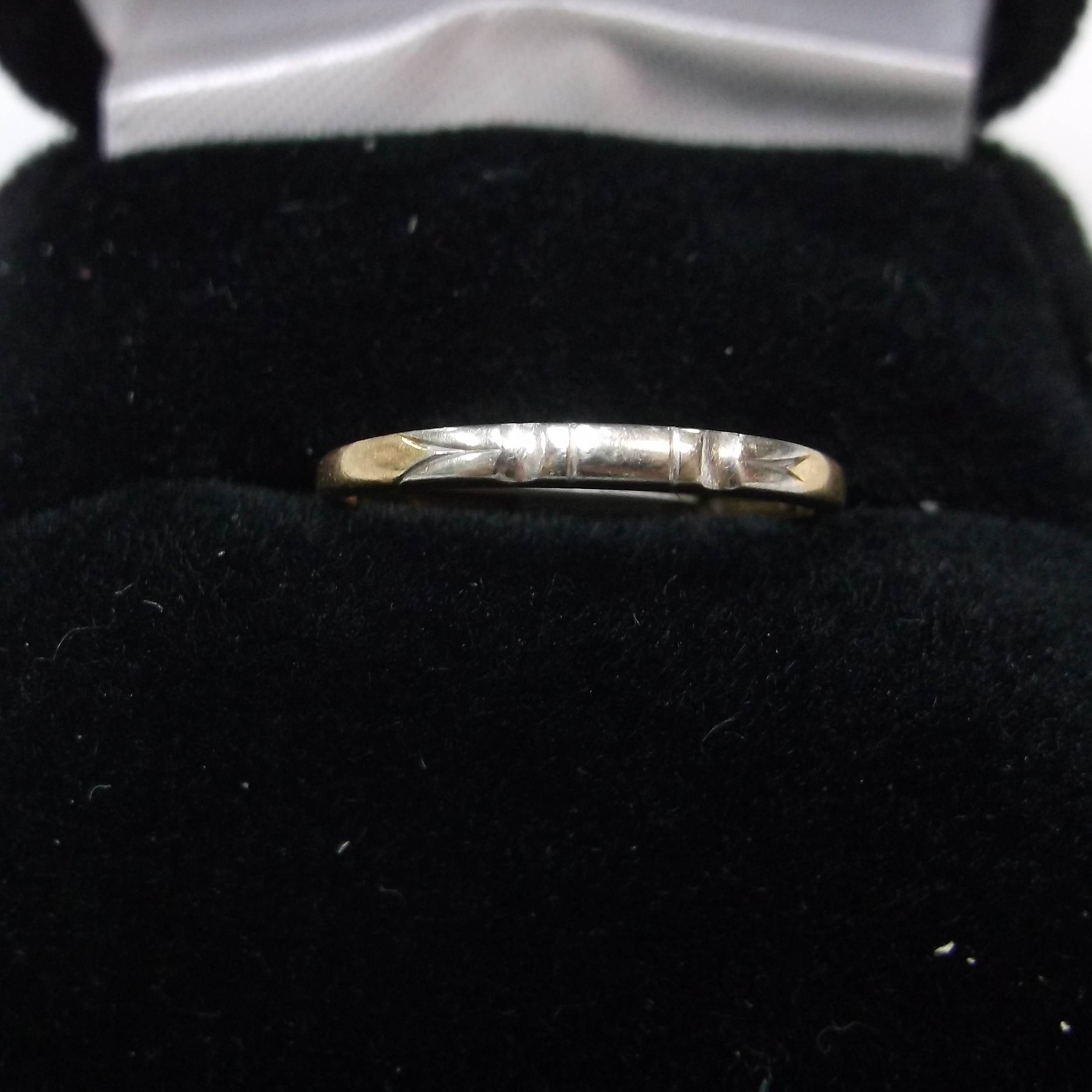 14 KT YELLOW GOLD ANTIQUE LOOKING BAND