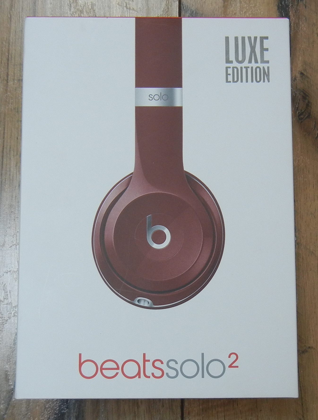BEATS SOLO 2 HEADPHONES - B0518 LUXE EDITION **NEVER USED**