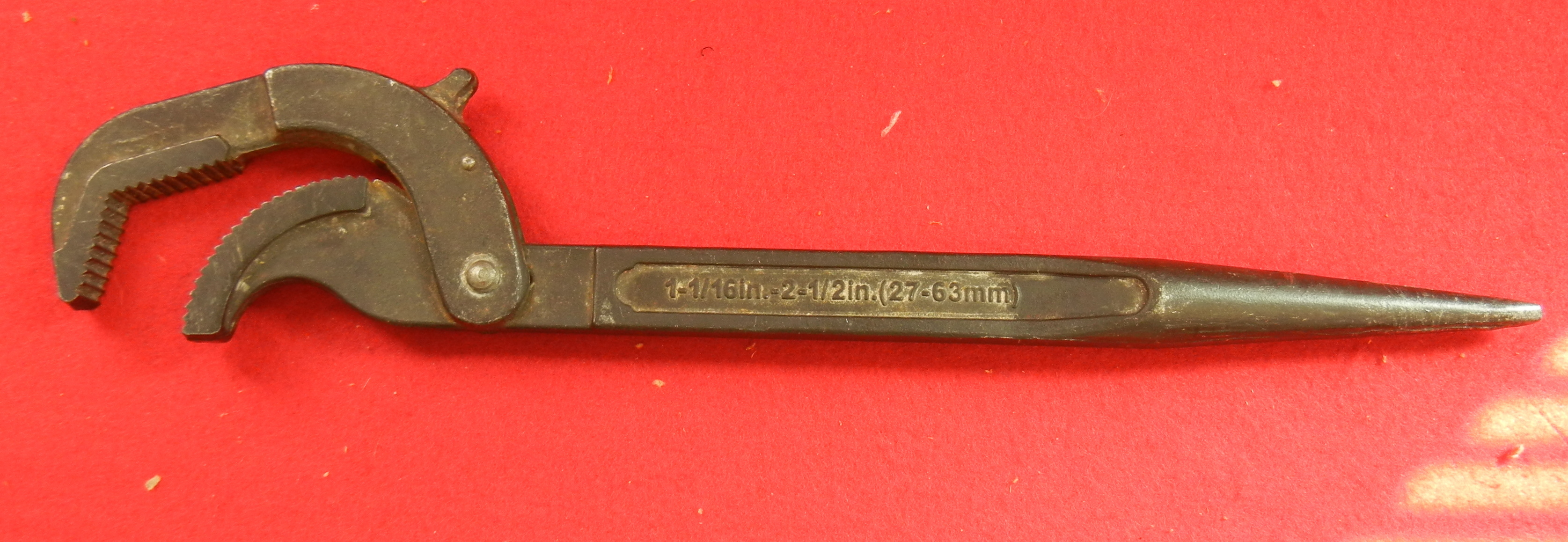 VINTAGE ONE HANDED WRENCH