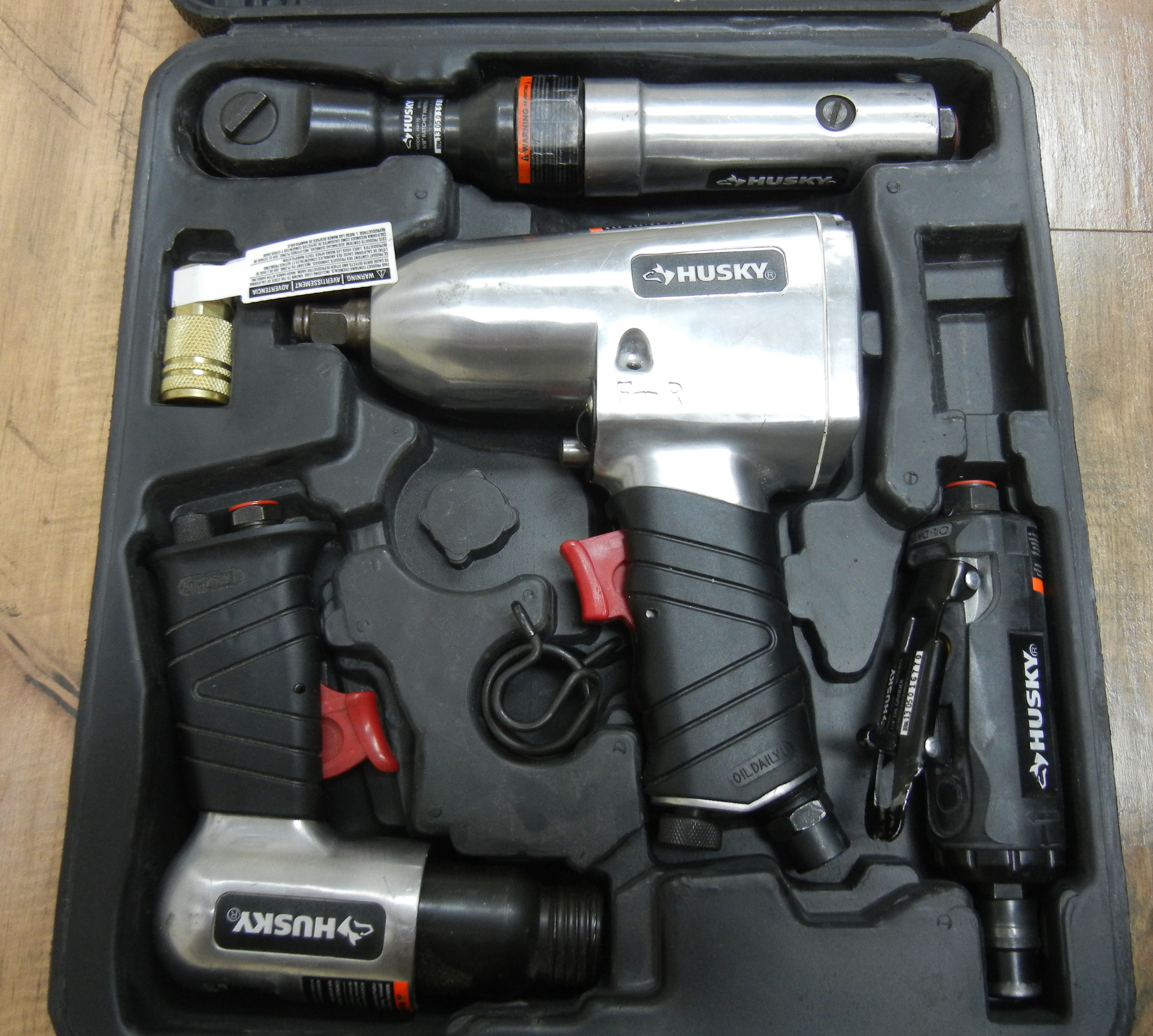 HUSKY - 20 PC SET AIR TOOLS - MISSING A FEW PIECES
