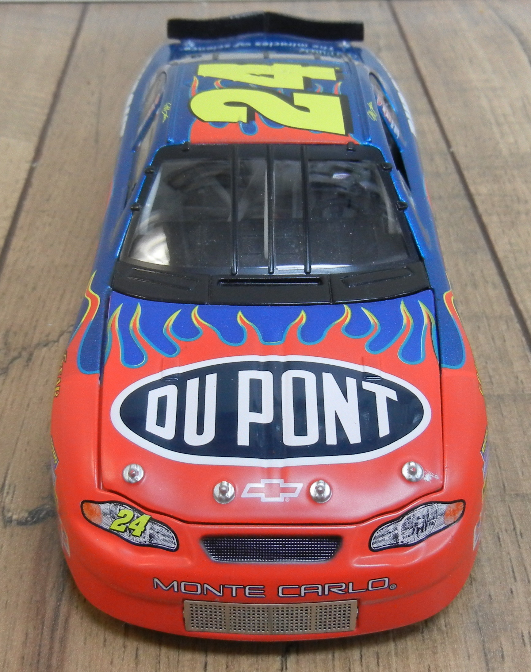 JEFF GORDON 2000 - DUPONT - MONTE CARLO - DIE CAST - NASCAR STOCK CAR