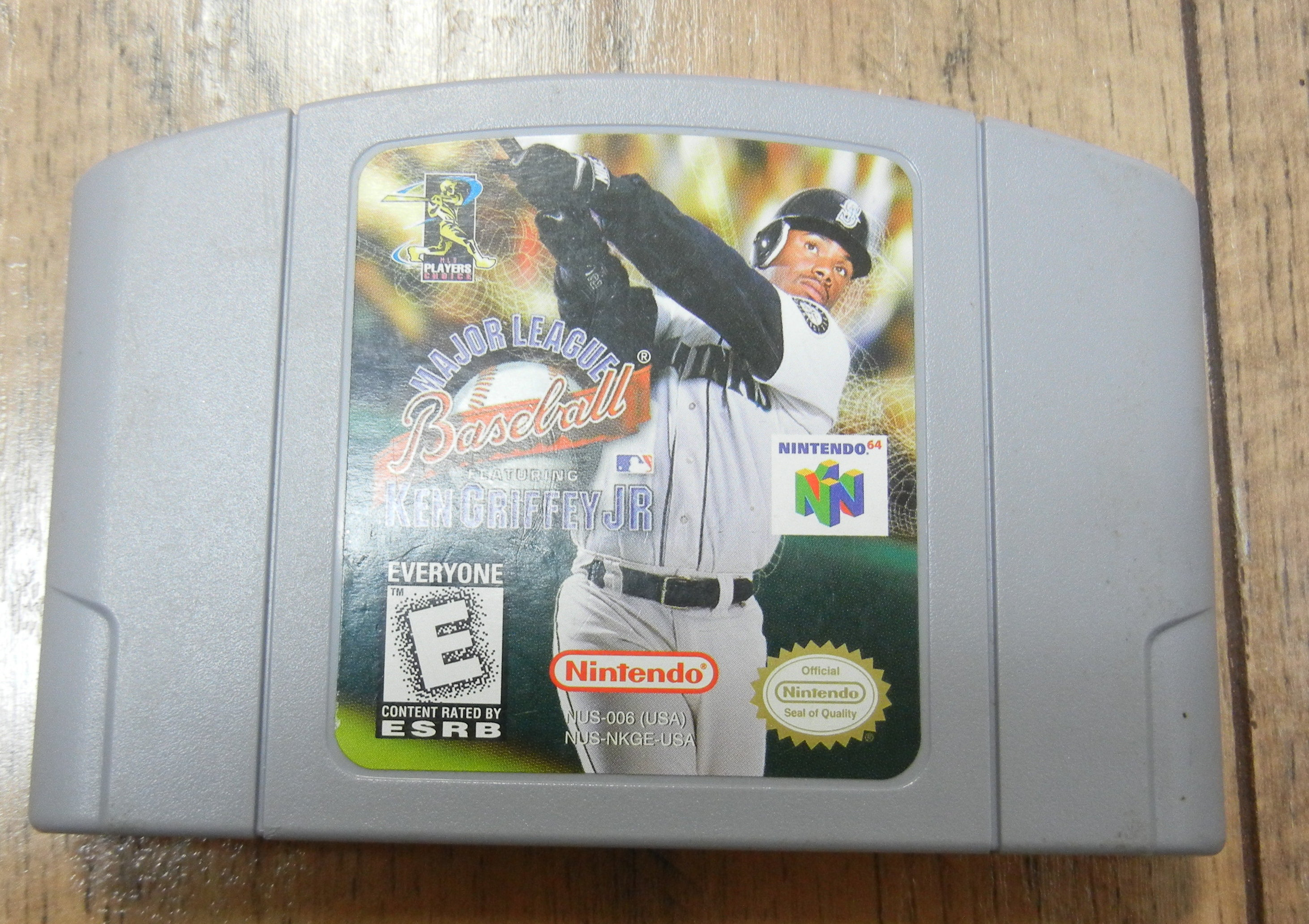 MAJOR LEAGUE BASEBALL FEAT. KEN GRIFFEY JR N64 GAME