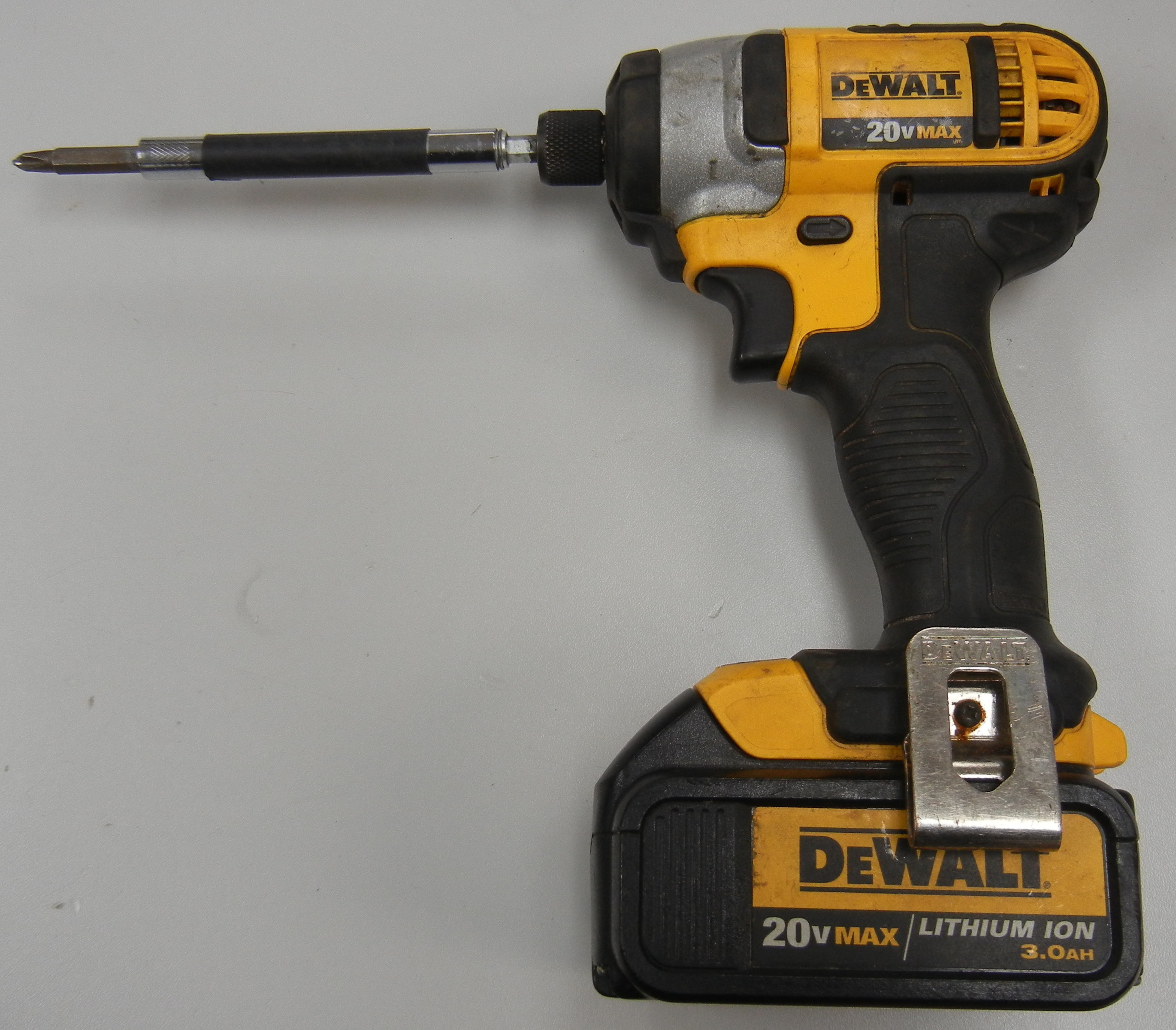 DEWALT - DCF885 - HAMMER DRILL - BODY AND BATTERY