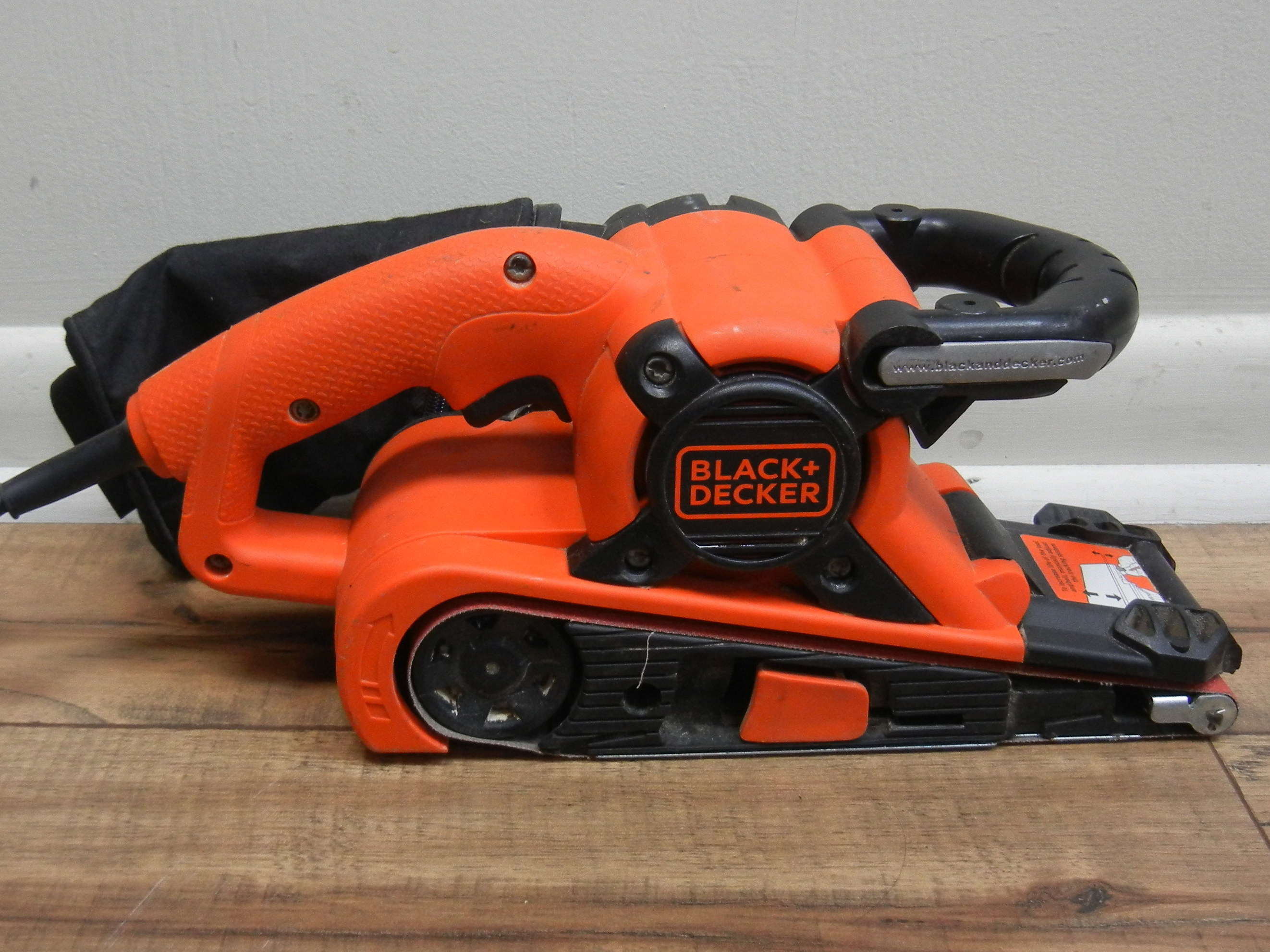 BLACK & DECKER - DS321 - BELT SANDER