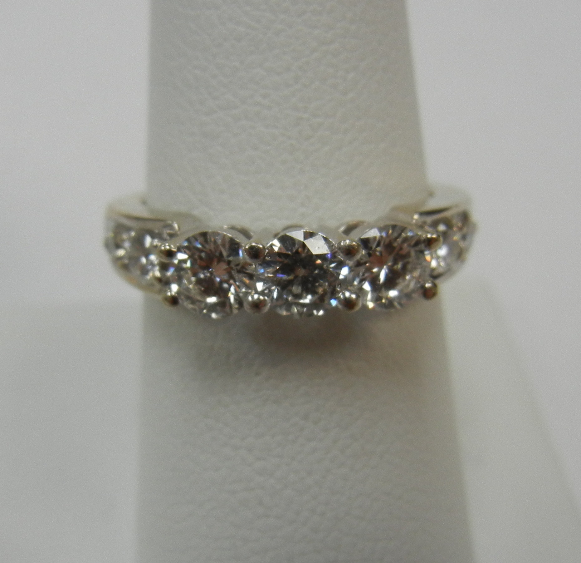 14 KT WHITE GOLD PAST PRESENT FUTURE RING WITH 3 1/3 CT DIAMONDS - SIZE 7.5