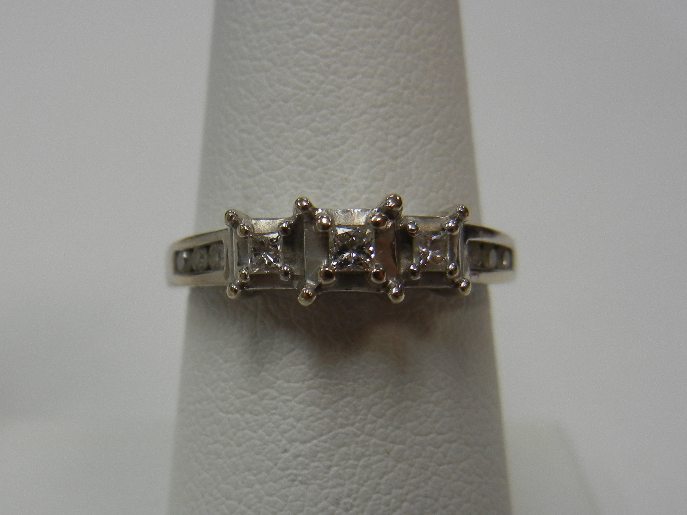 14 KT WHITE GOLD VINTAGE PAST PRESENT FUTURE RING - SIZE 7