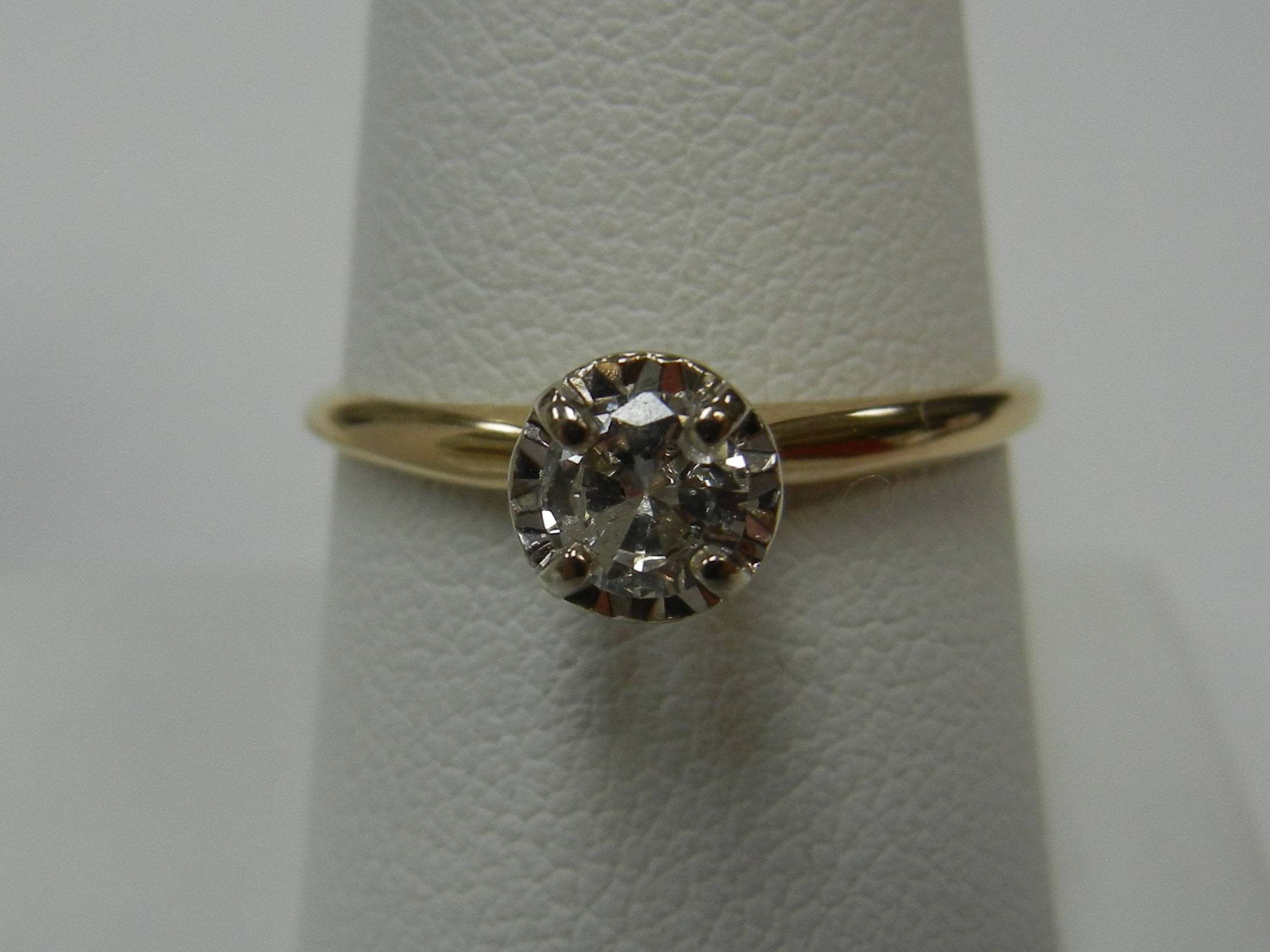VINTAGE STYLE SOLITAIRE ENGAGEMENT RING WITH 1/4 CT DIAMOND - SIZE 8