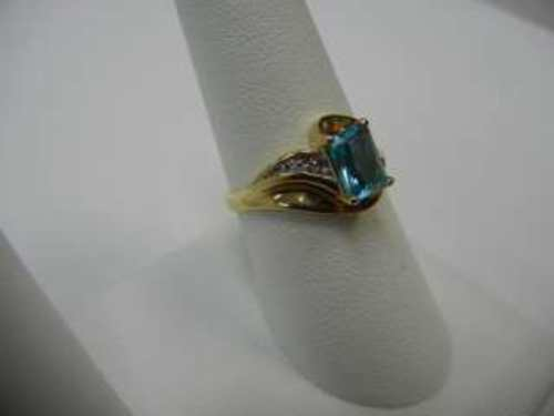 Size 8 RING EMERALD CUT LIGHT BLUE STONE WITH CLEAR CHIPS ON EITHER SIDE