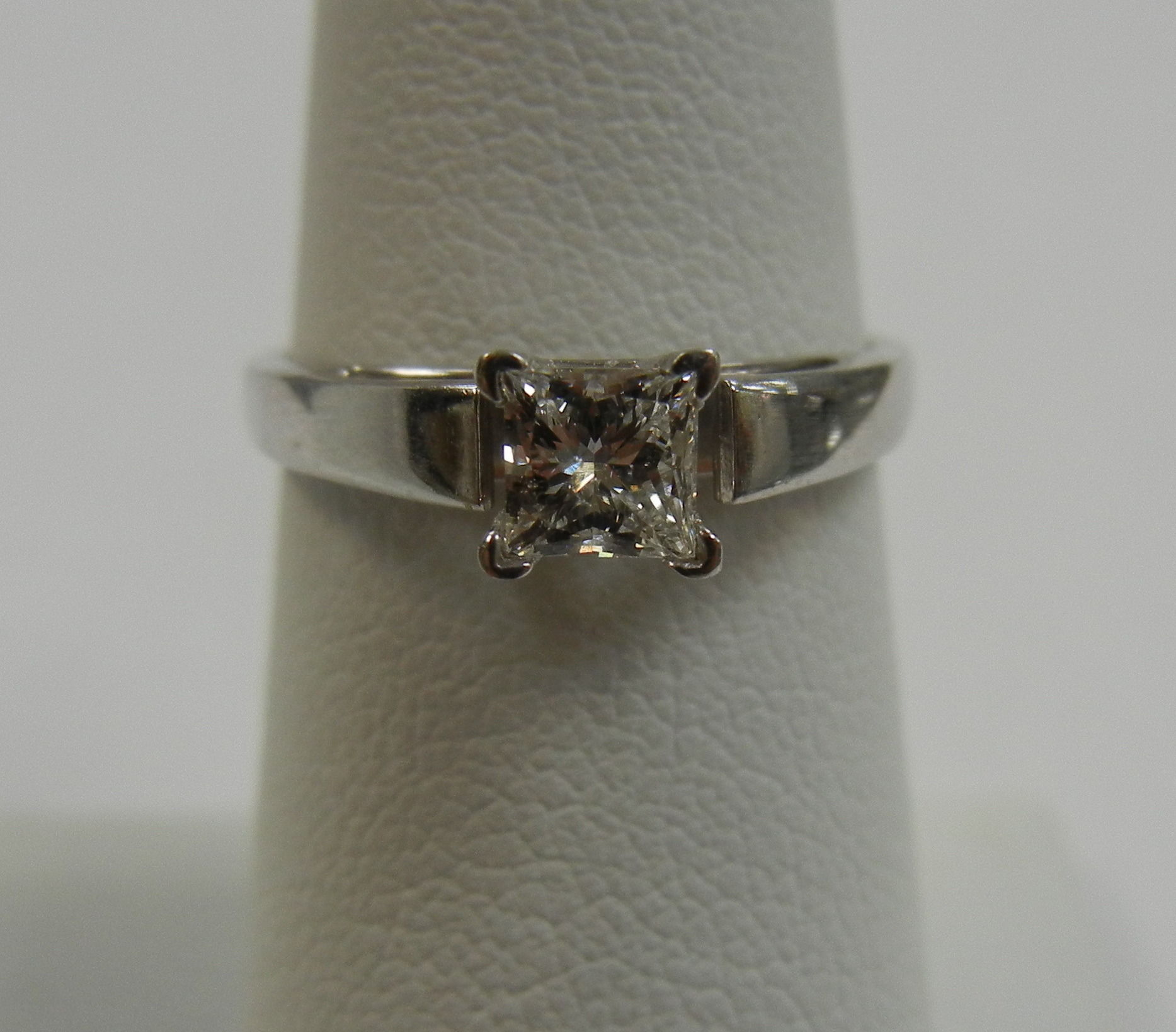 WHITE GOLD 14KT  1.90 DWT  WOMAN'S RING  Size 7.5  SOLITAIRE PRINCESS CUT 1/3 CT DIAMOND