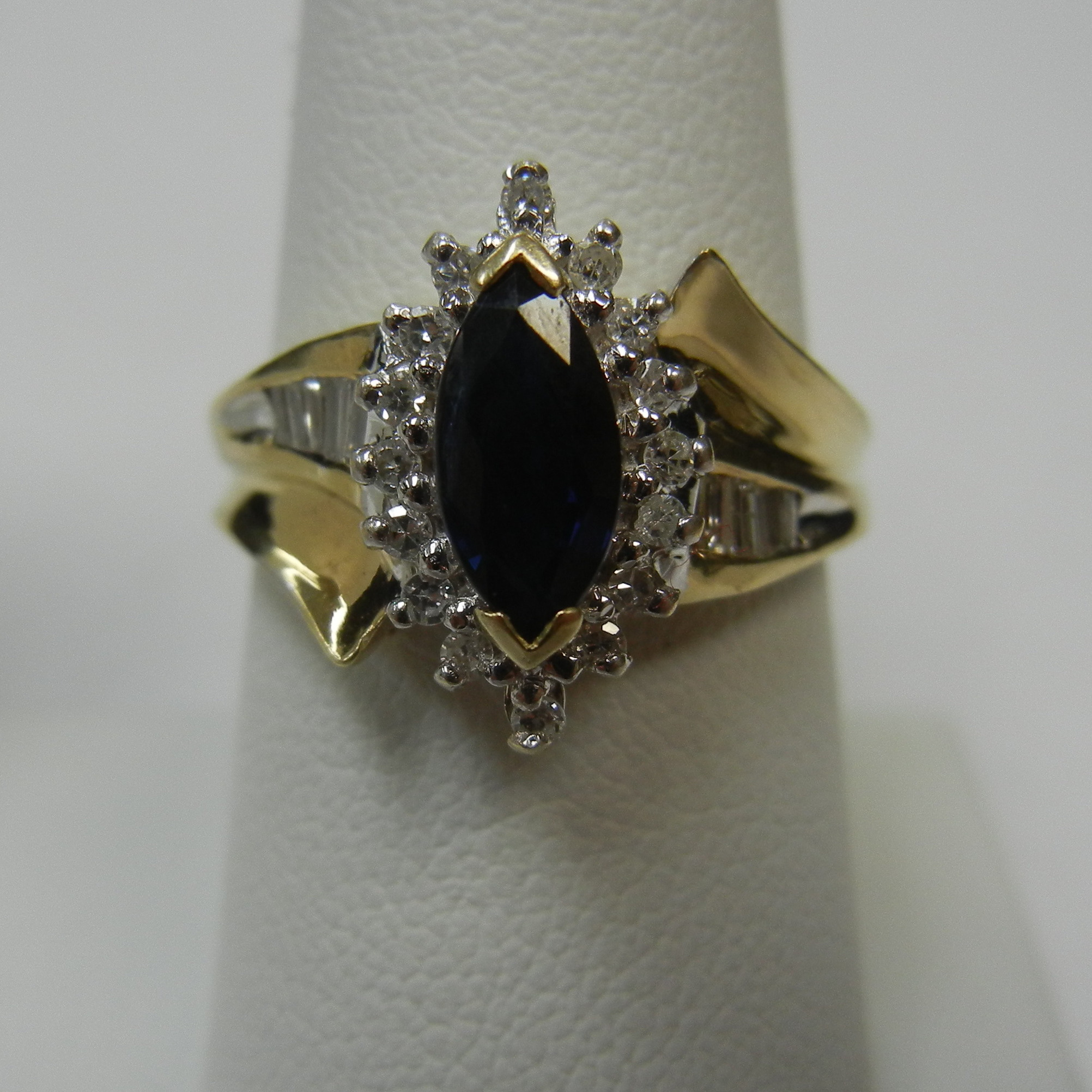 14 KT TWO TONE GOLD RING WITH DARK BLUE MARQUISE CUT STONE - SIZE 7