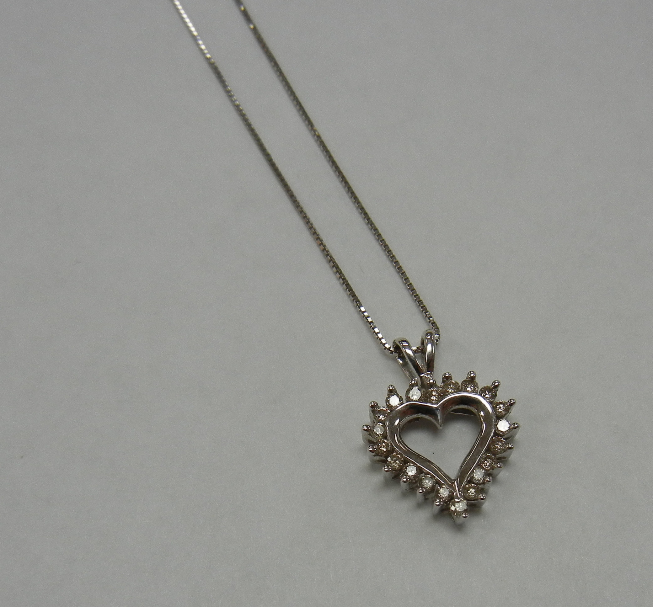14 KT WHITE GOLD HEART CHARM WITH THIN BOX CHAIN