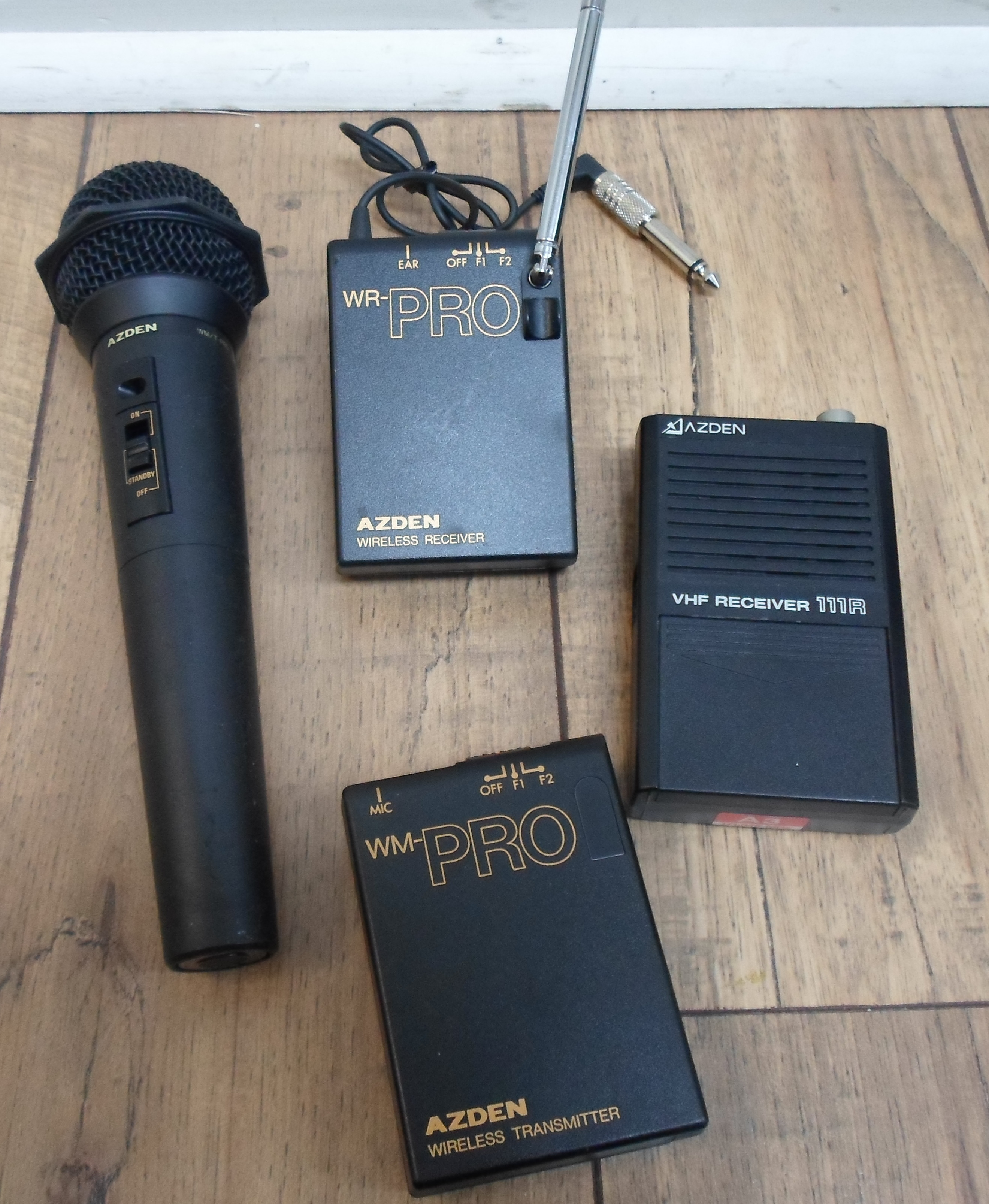 AZDEN - WM/T-PRO MIC WITH 2 TRANSMITTERS AND RECEIVE