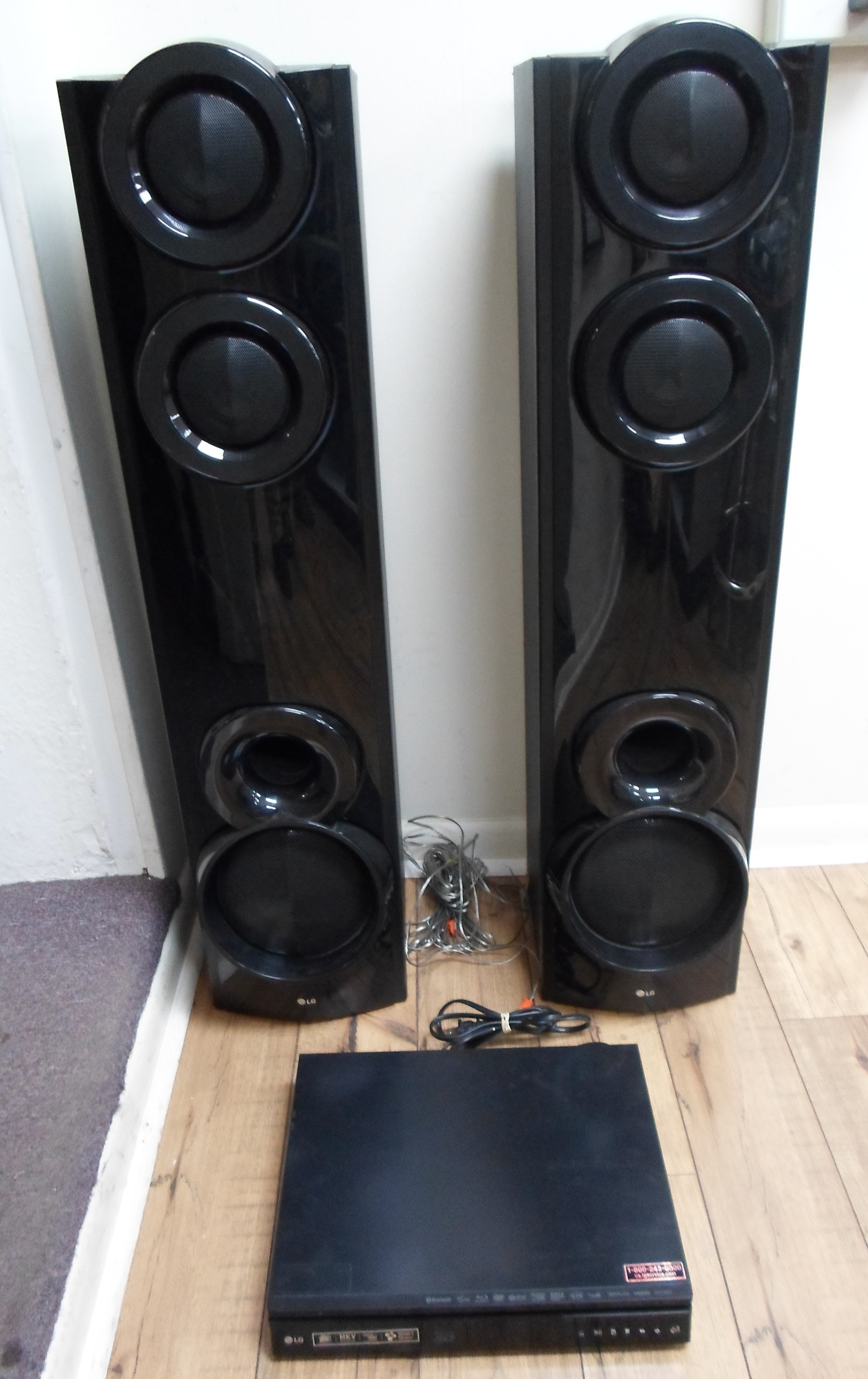 LG - LHB675 - SURROUND SOUND AND BLU RAY PLAYER
