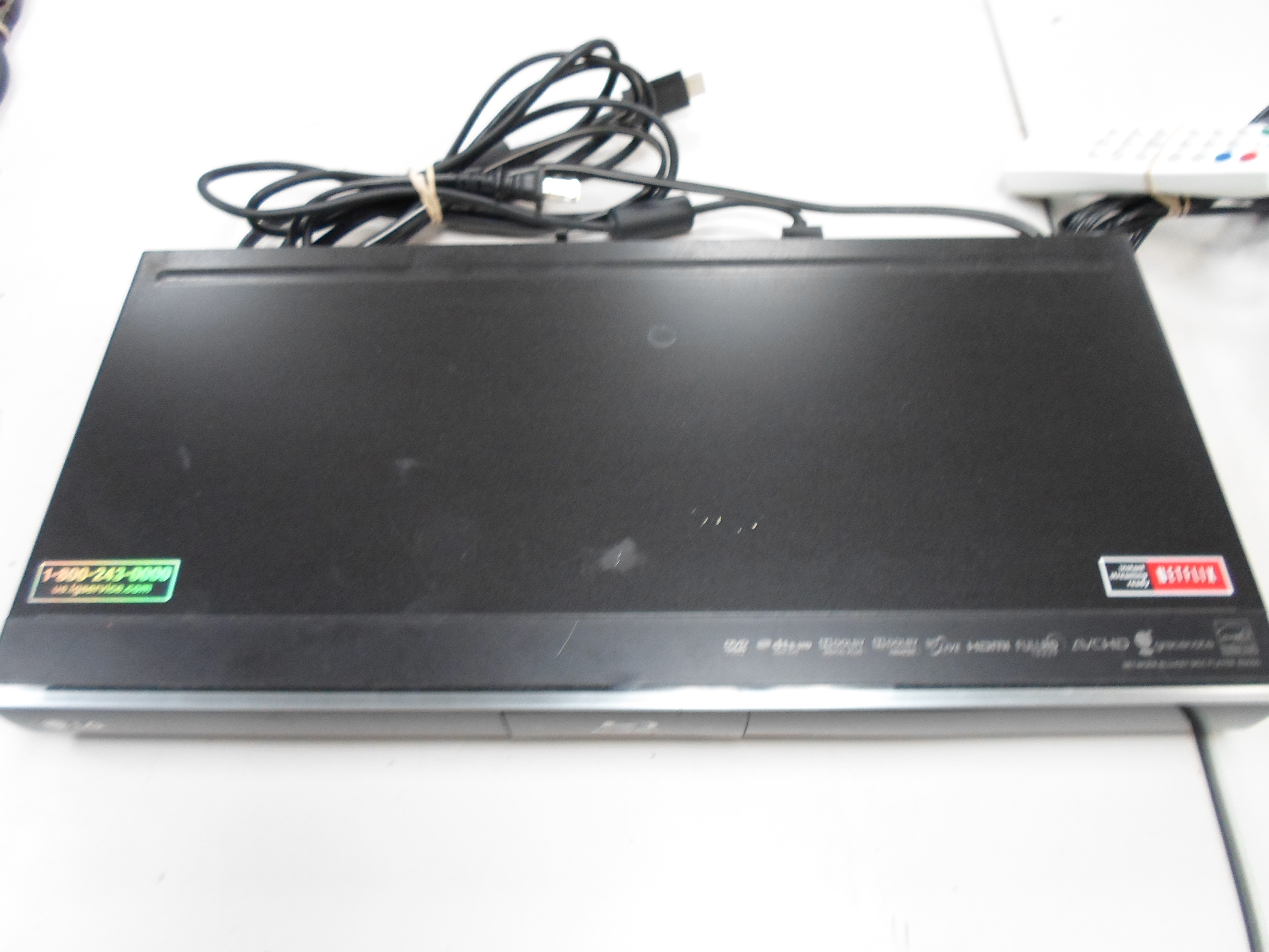 LG BLU RAY DVD PLAYER WITH WIFI CONNECTION AND REMOTE - BD550