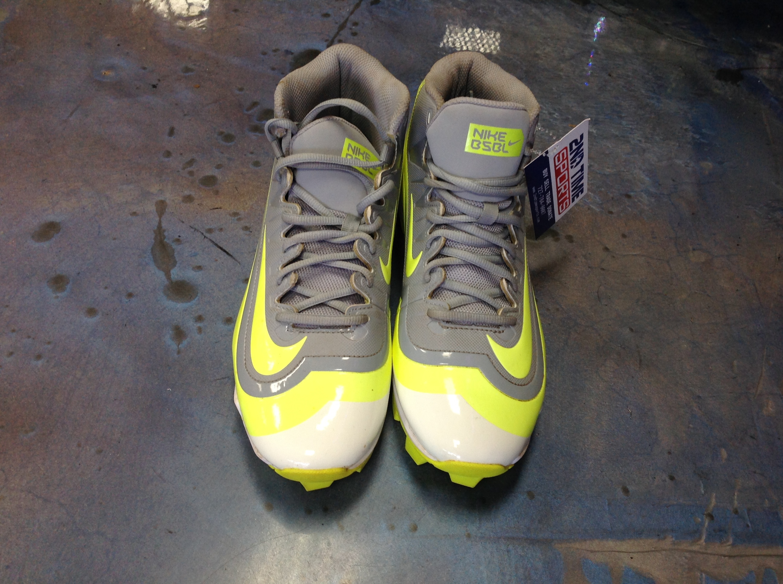 NIKE - HUARACHE - FOOTBALL CLEATS FOOTBALL MENS SIZE 8