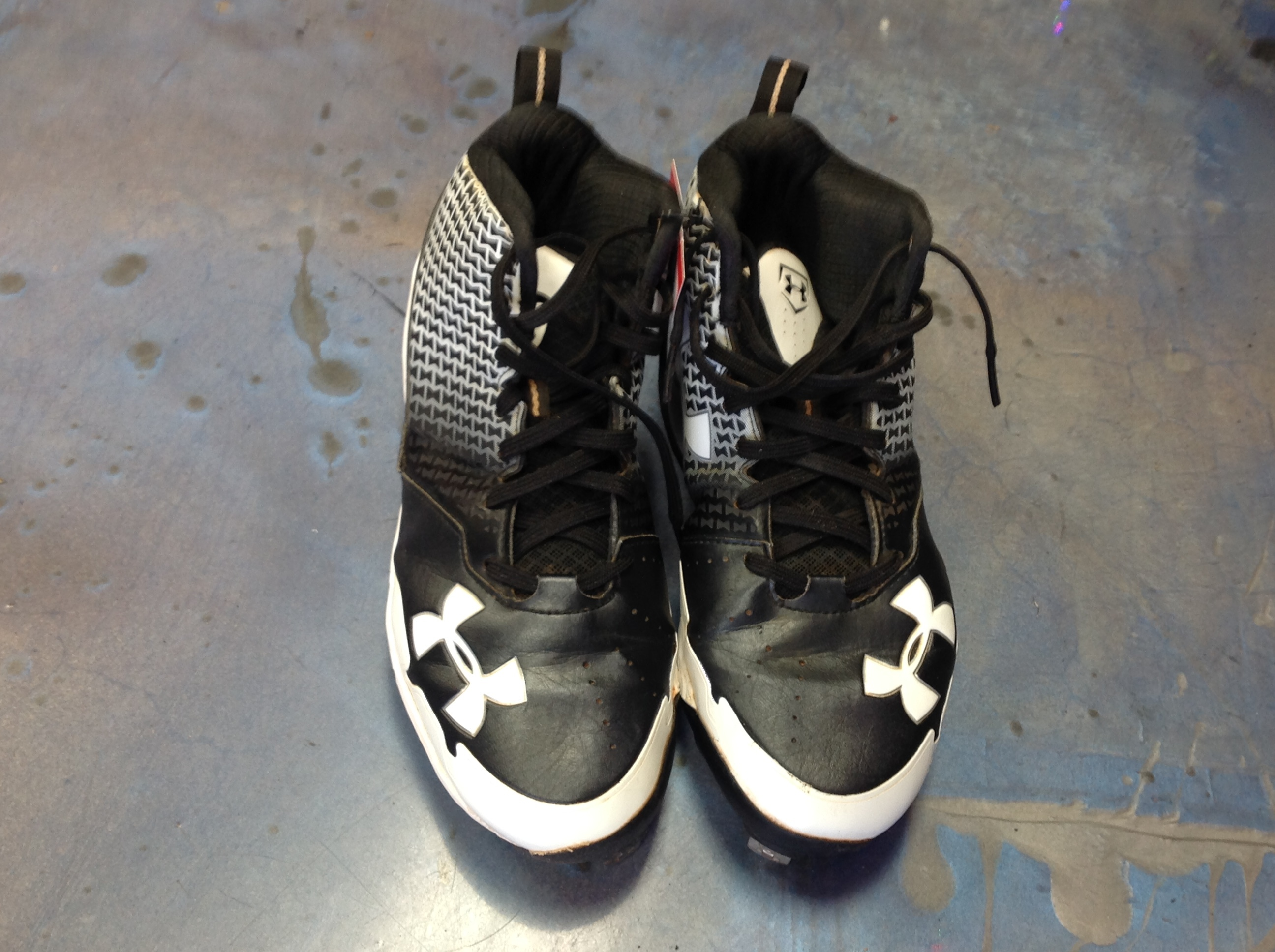 UNDER ARMOUR BASEBALL CLEATS  MENS SIZE 8