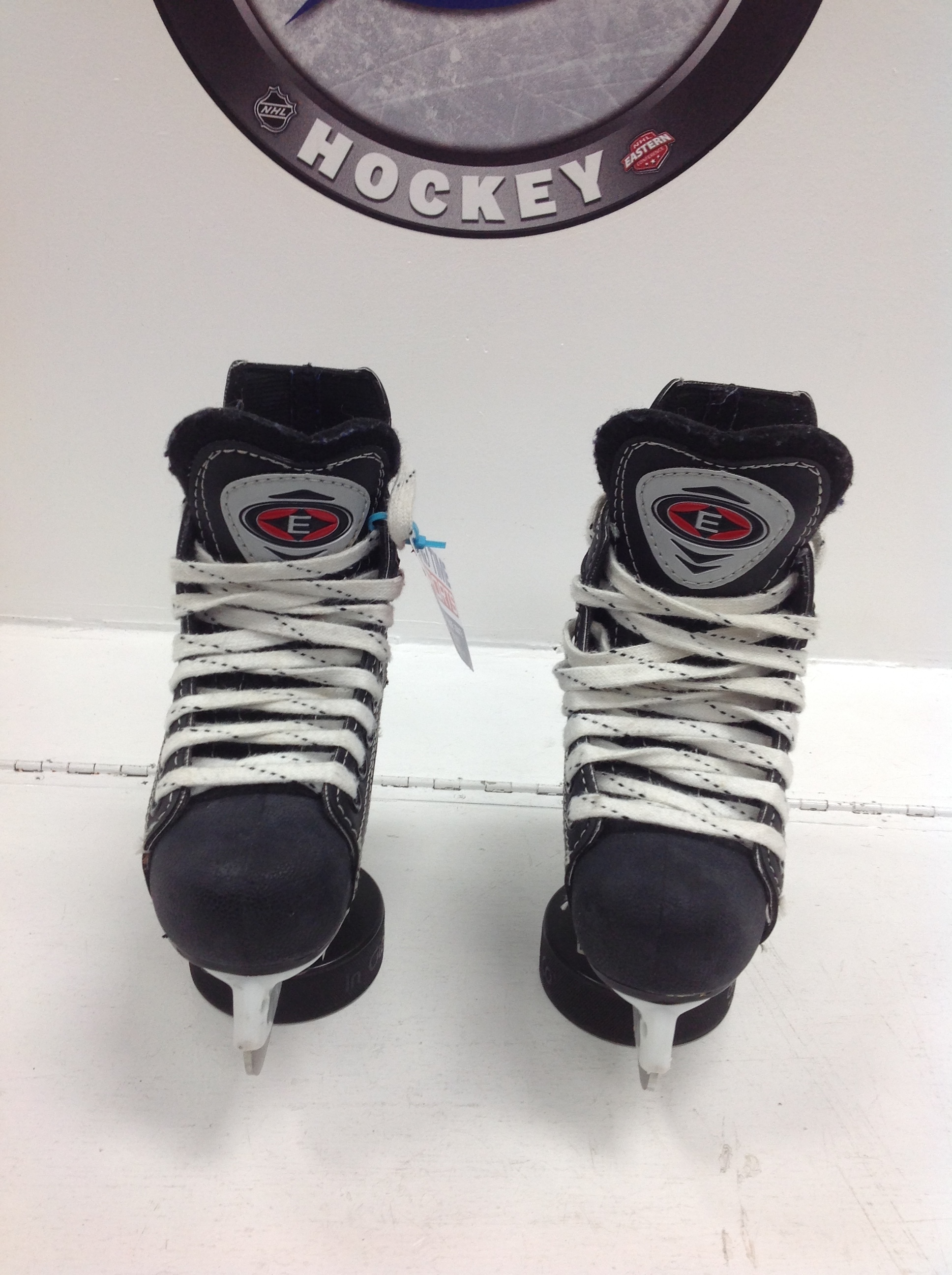 EASTON Synergy 100 HOCKEY SKATES YTH SIZE 8