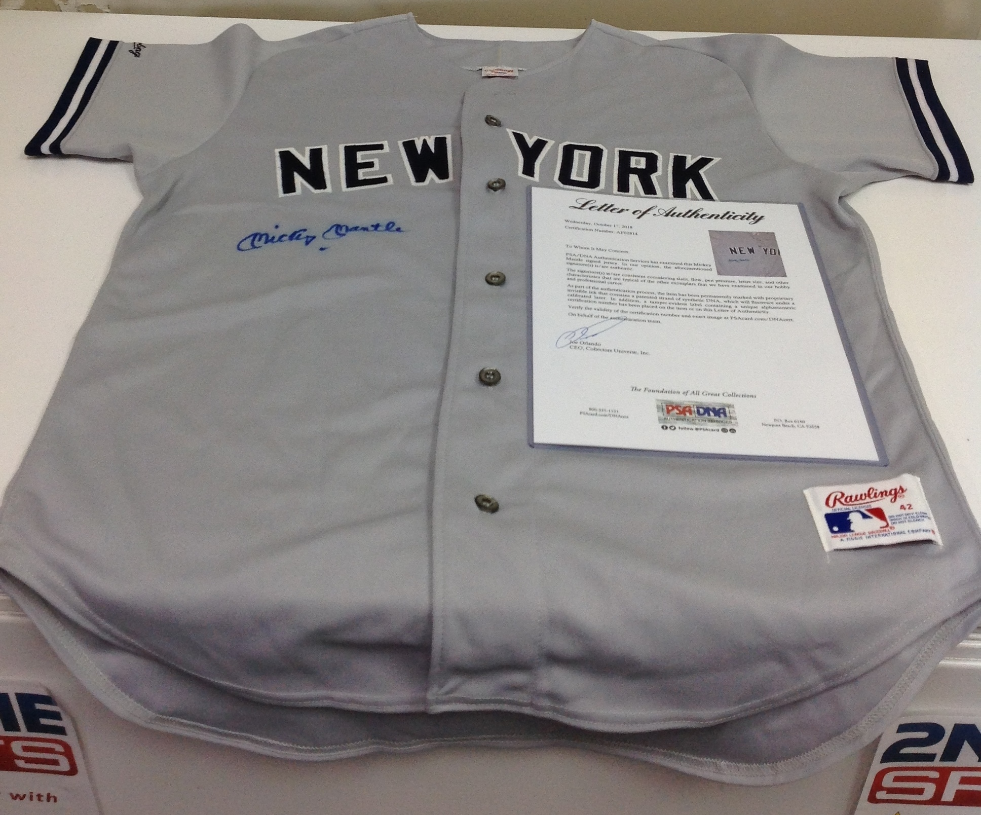 MICKEY MANTLE AUTOGRAPHED NEW YORK YANKEES JERESEY PSA/DNA CERTIFIED