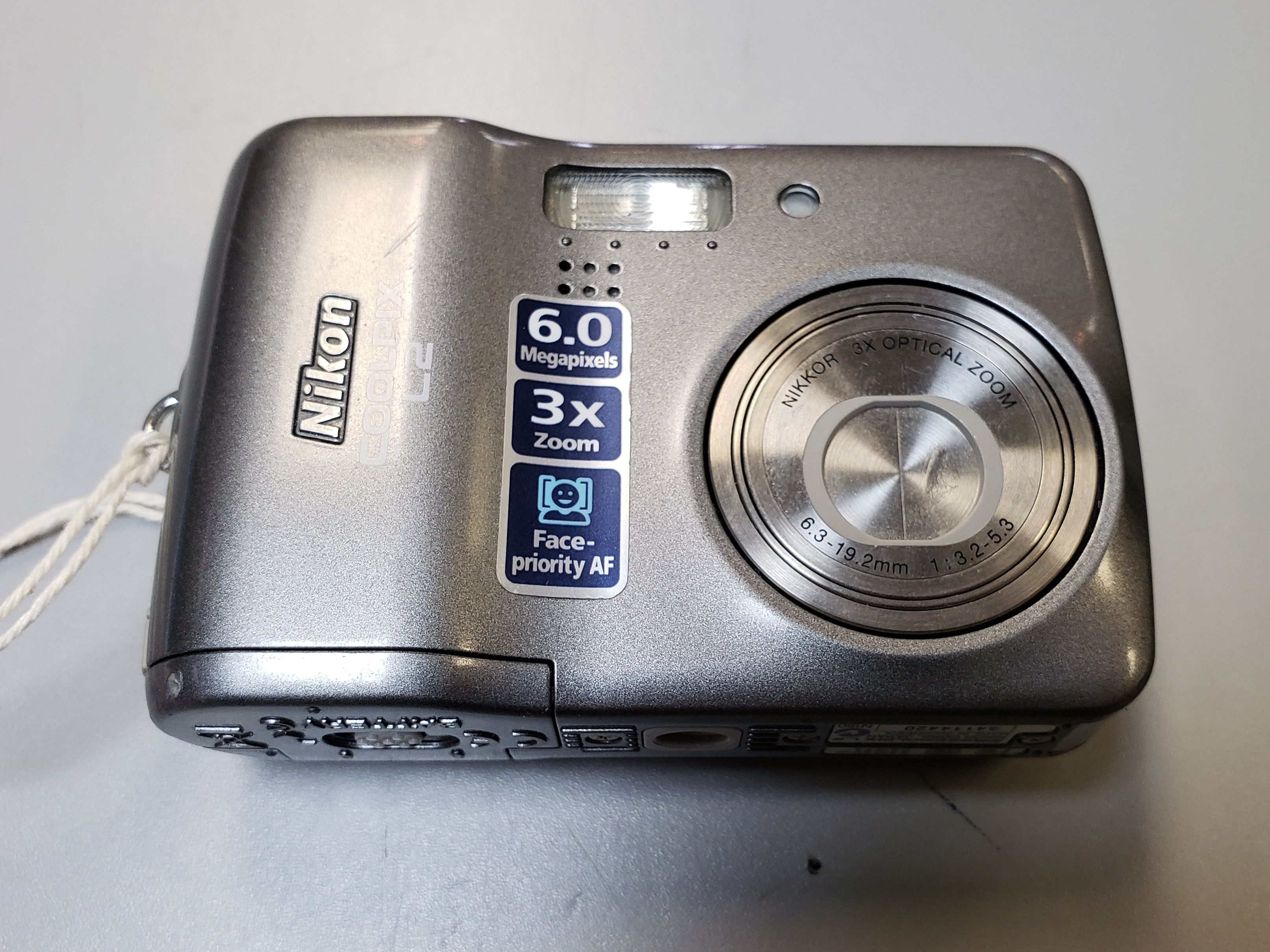 NIKON - COOLPIX L2 - 6 MP 3X ZOOM DIGITAL CAMERA