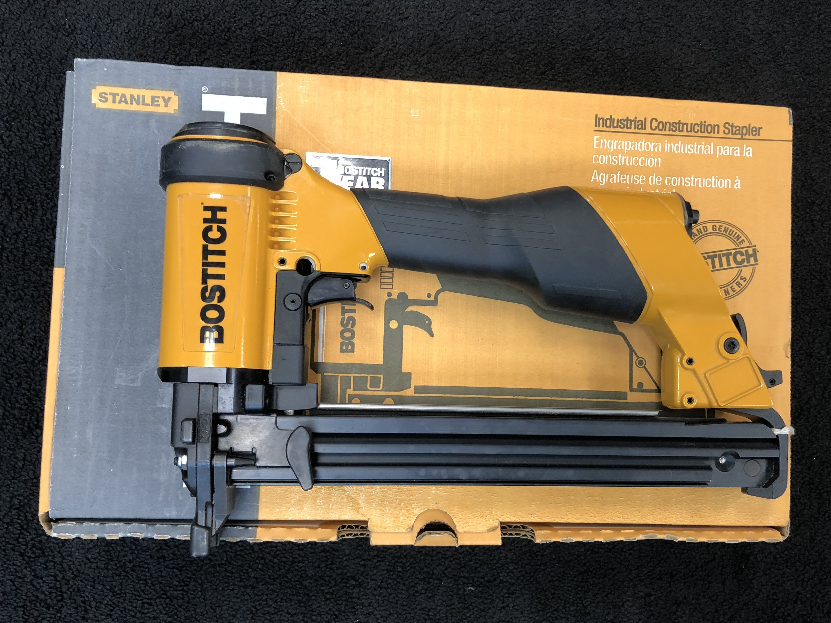 BOSTITCH Nailgun