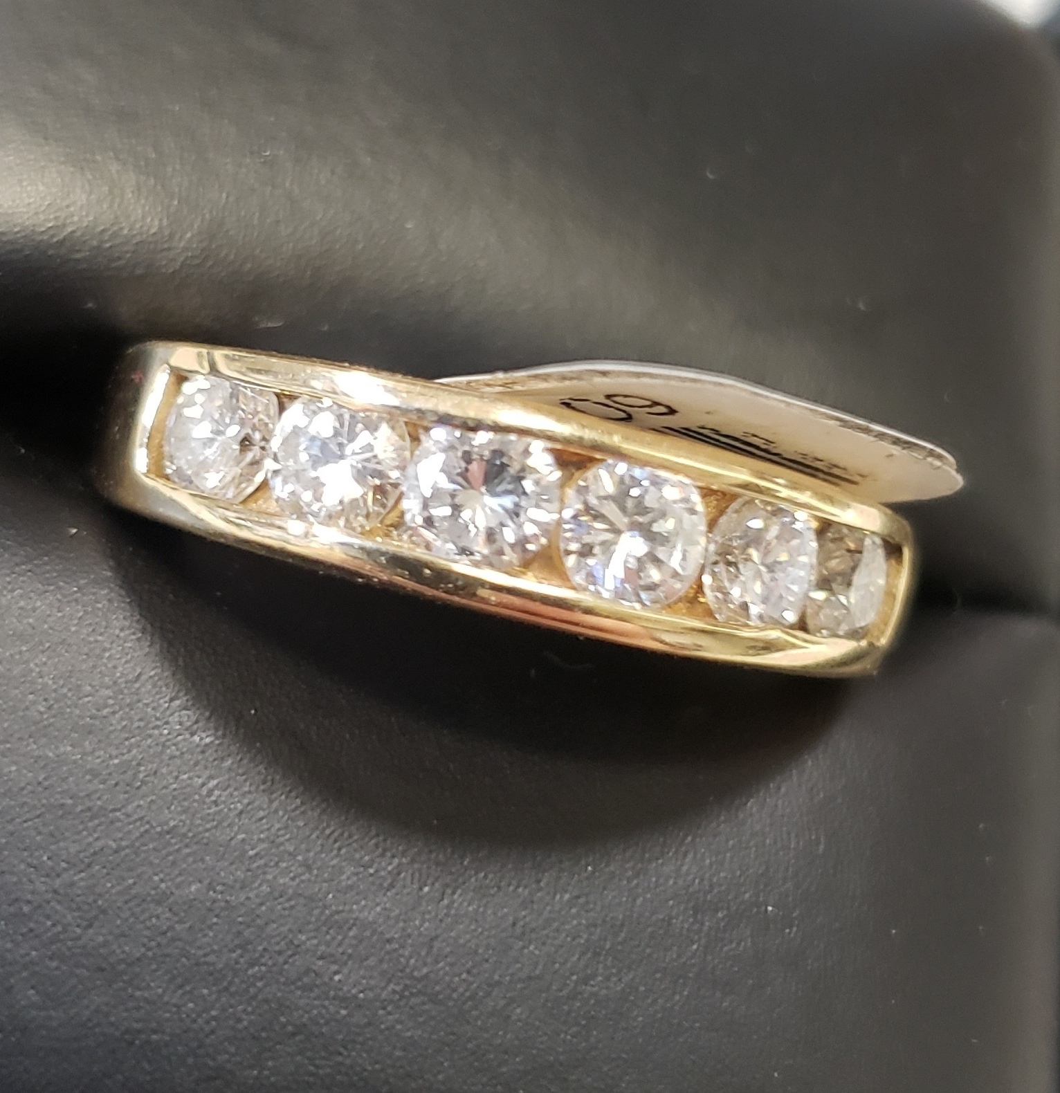 10KT - SIZE 8.5 - YELLOW GOLD - APPROX. 1.20 CT TW ROUND DIAMOND INLAY BAND