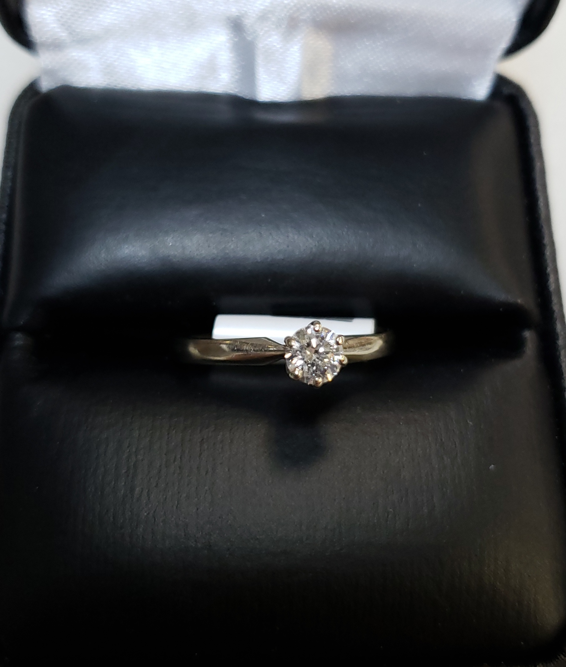 14KT - WHITE GOLD - APPROXIMATELY 1/5 CTW SOLITAIRE DIAMOND RING