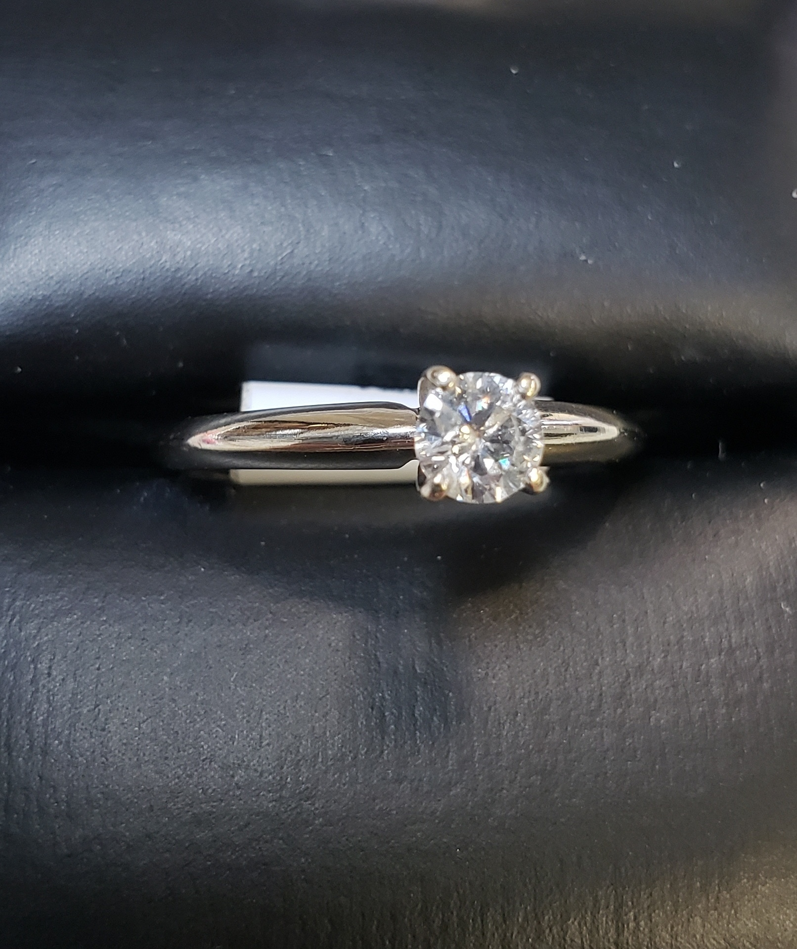 14KT - WHITE GOLD - SIZE 7.5 - APPROXIMATELY 1/4 CTW SOLITAIRE DIAMOND RING