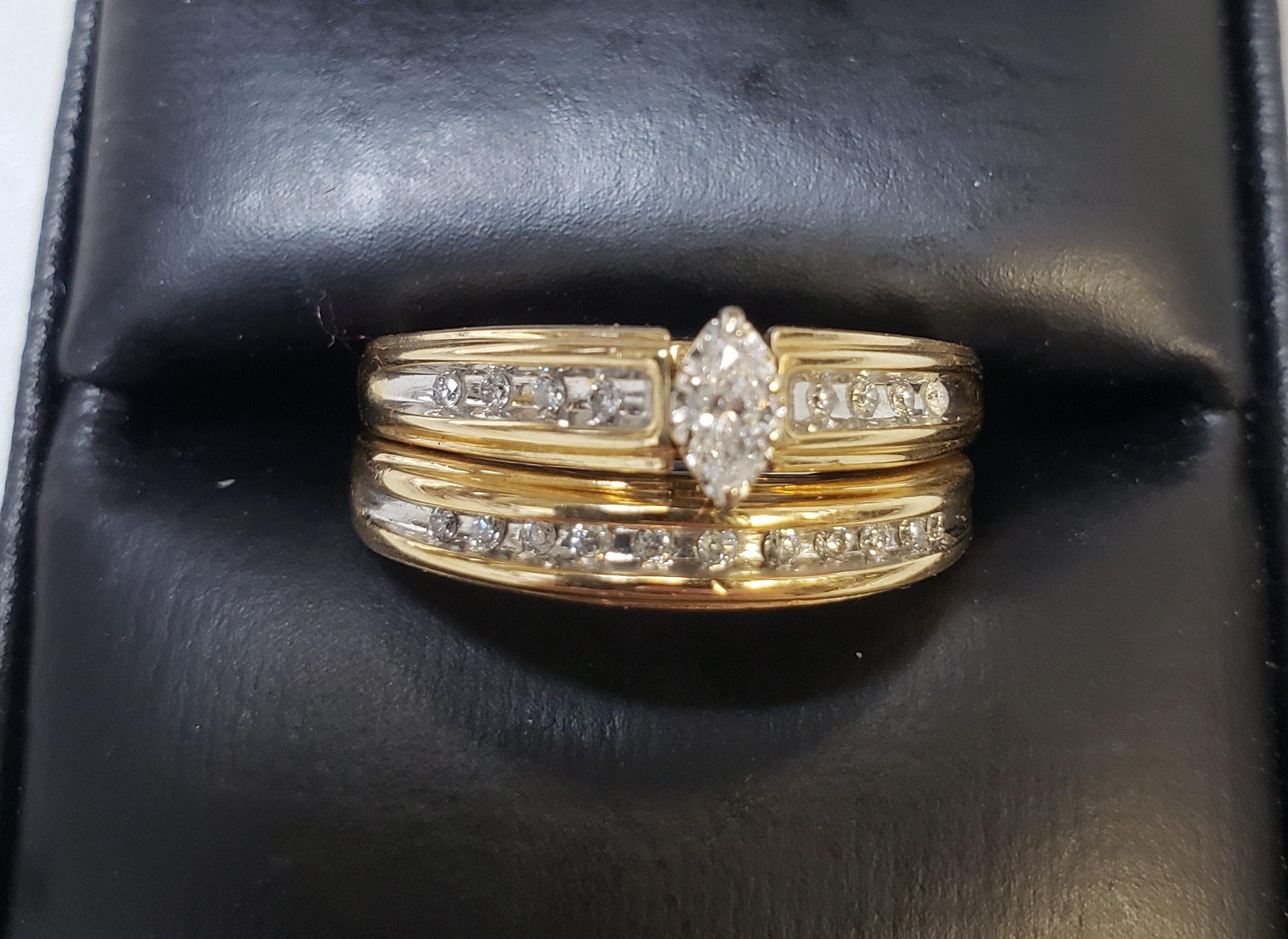 14KT - YELLOW GOLD W/ WHITE GOLD ACCENT - SIZE 9 - APPROXIMATELY 1/4 CTW WEDDING SET