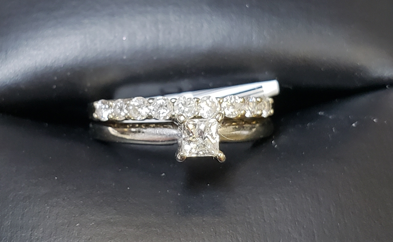 10KT - WHITE GOLD - SIZE 4 - APPROXIMATELY 1/4 CTW PRINCESS CUT WEDDING SET