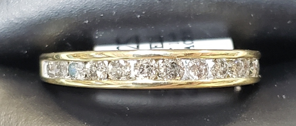 10KT - YELLOW GOLD - SIZE 7 - APPROXIMATELY 3/4 CT TW DIAMOND BAND