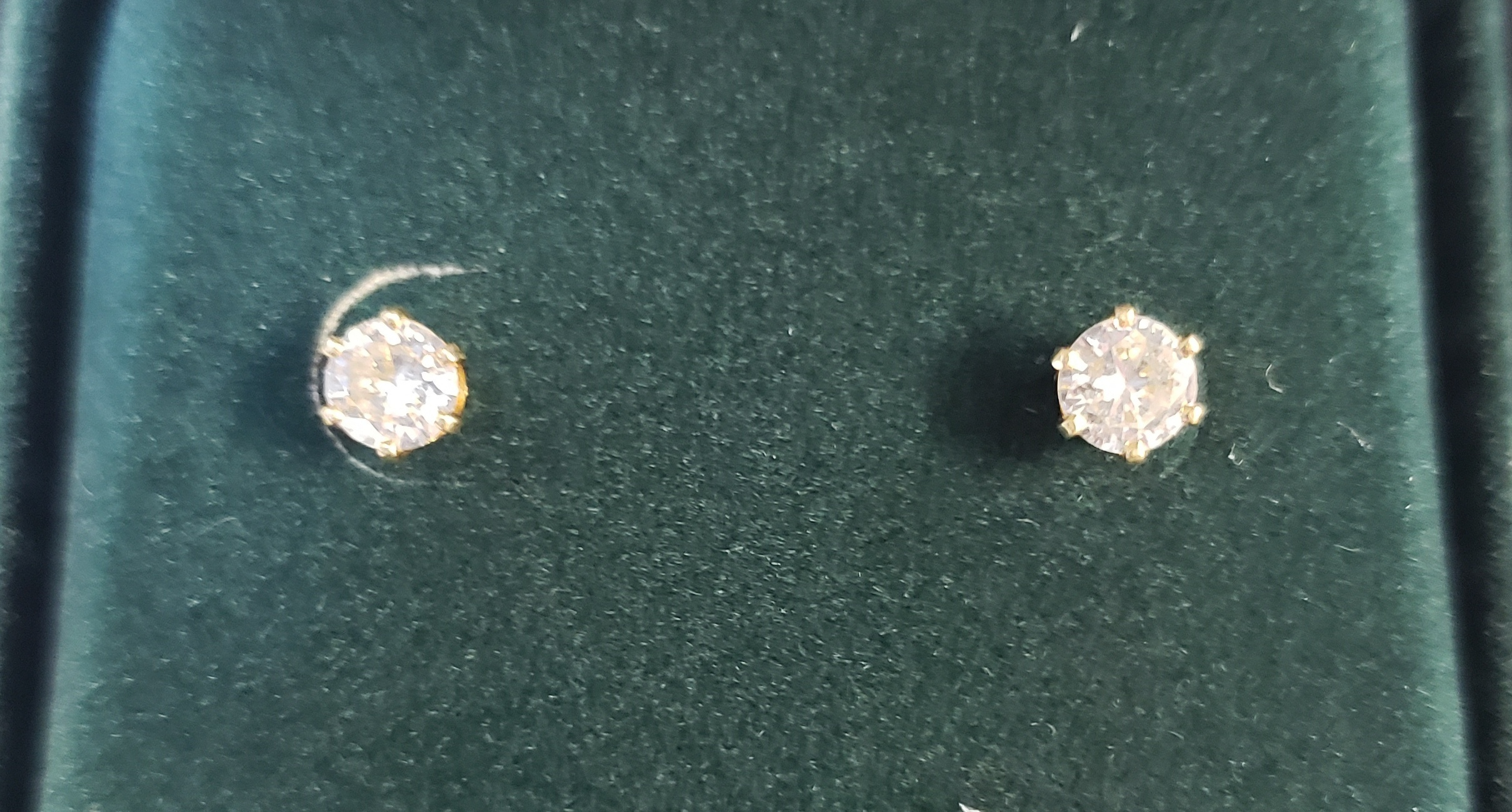 14KT - YELLOW GOLD - APPROXIMATELY 5/8 CT TW ROUND DIAMOND STUD SET