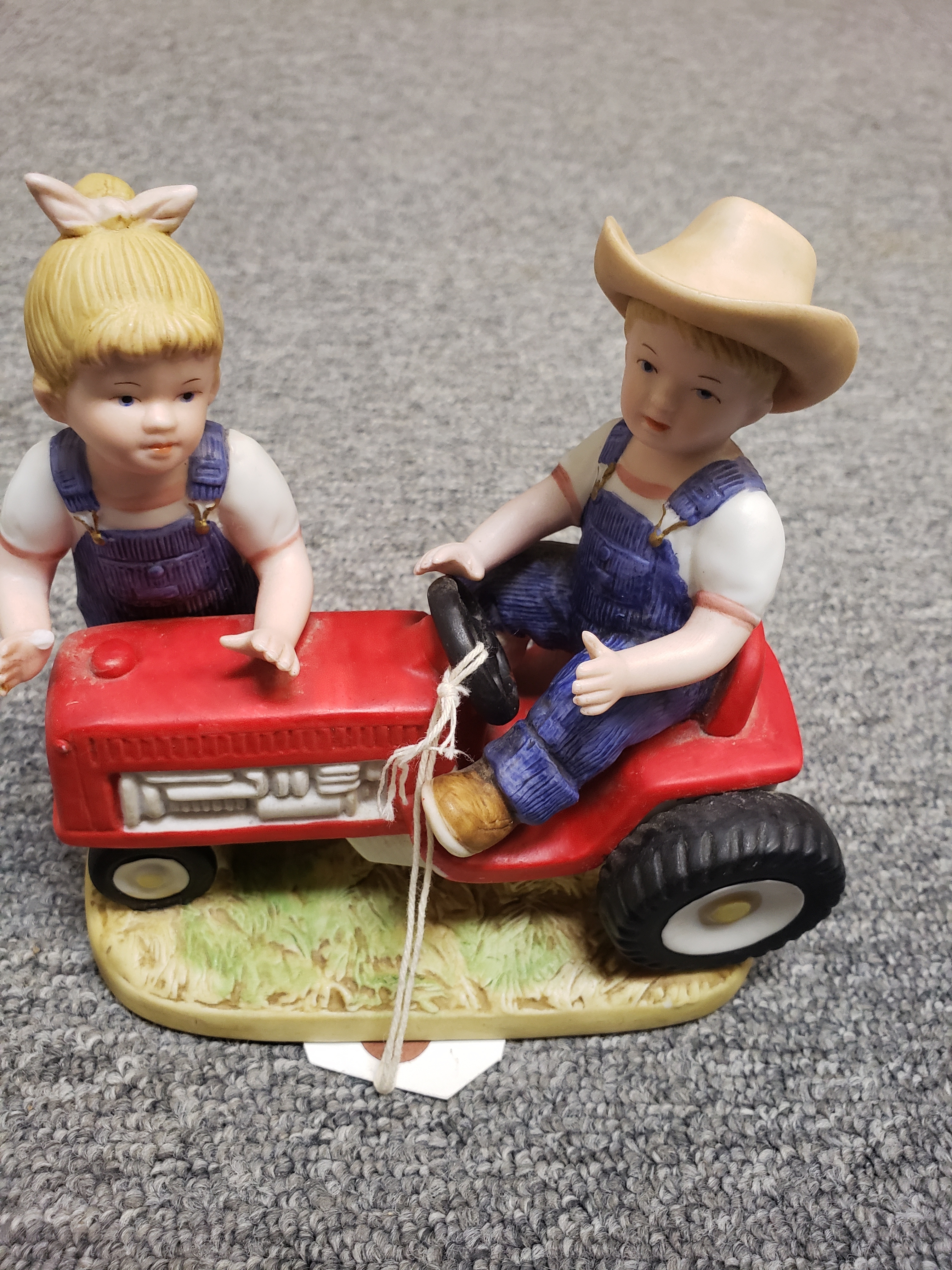 DENIM DAYS BY HOMCO - 1985 - 1525 - LITTLE BOY & GIRL W/ RED TRACTER