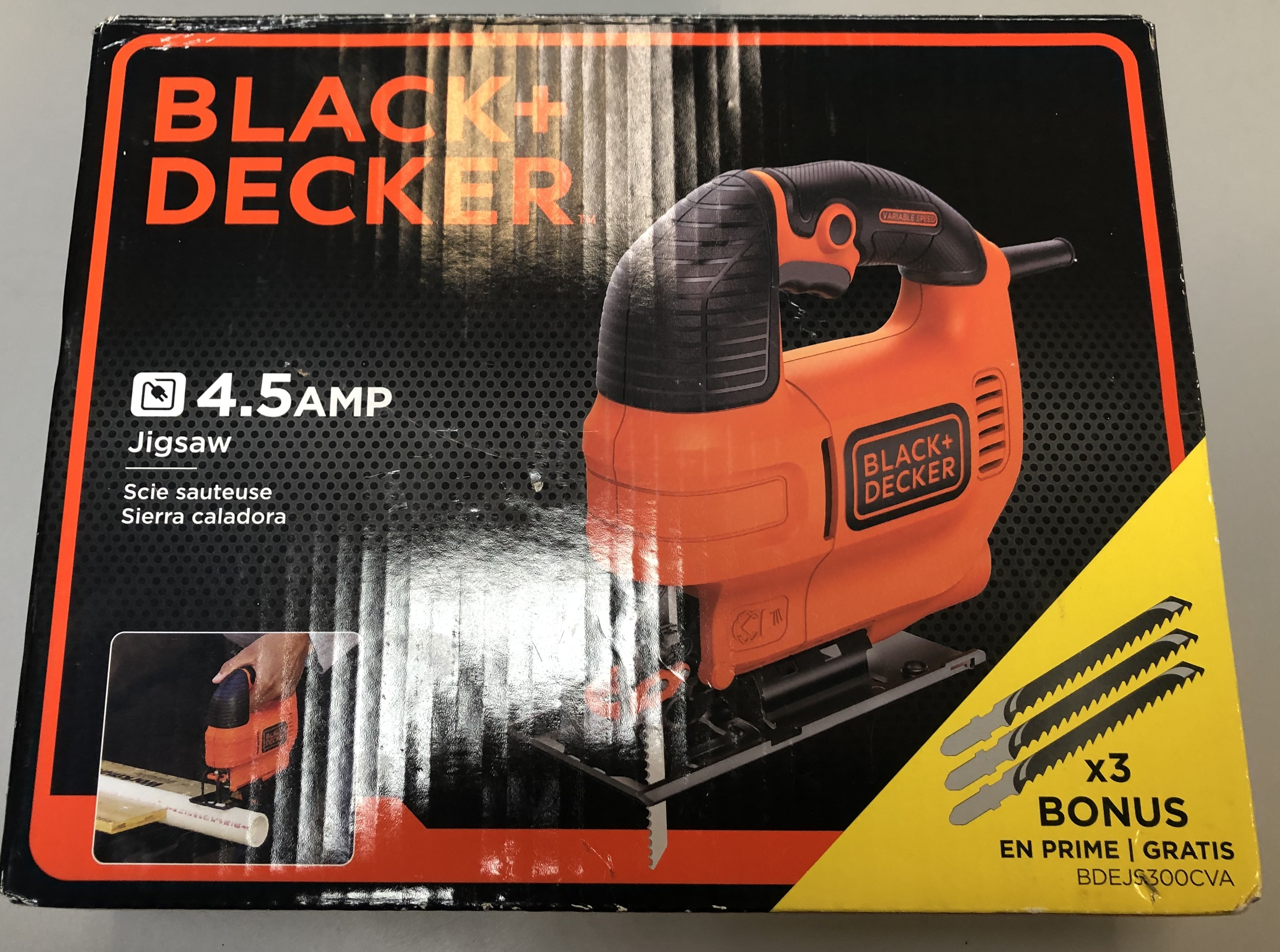 BLACK & DECKER JIG SAW Model: BDEJS300  4.5 AMP IN BOX