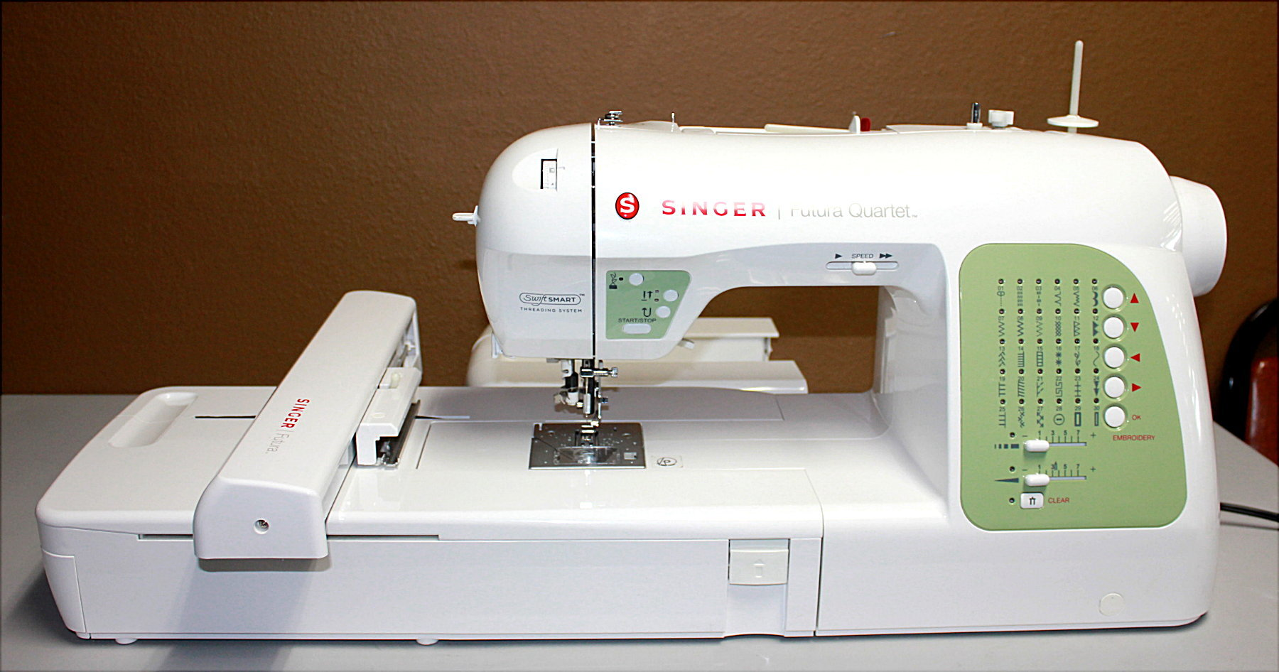Singer FuturA SEQS-6000 Sewing and Embroidery Machine - VERY NICE!!