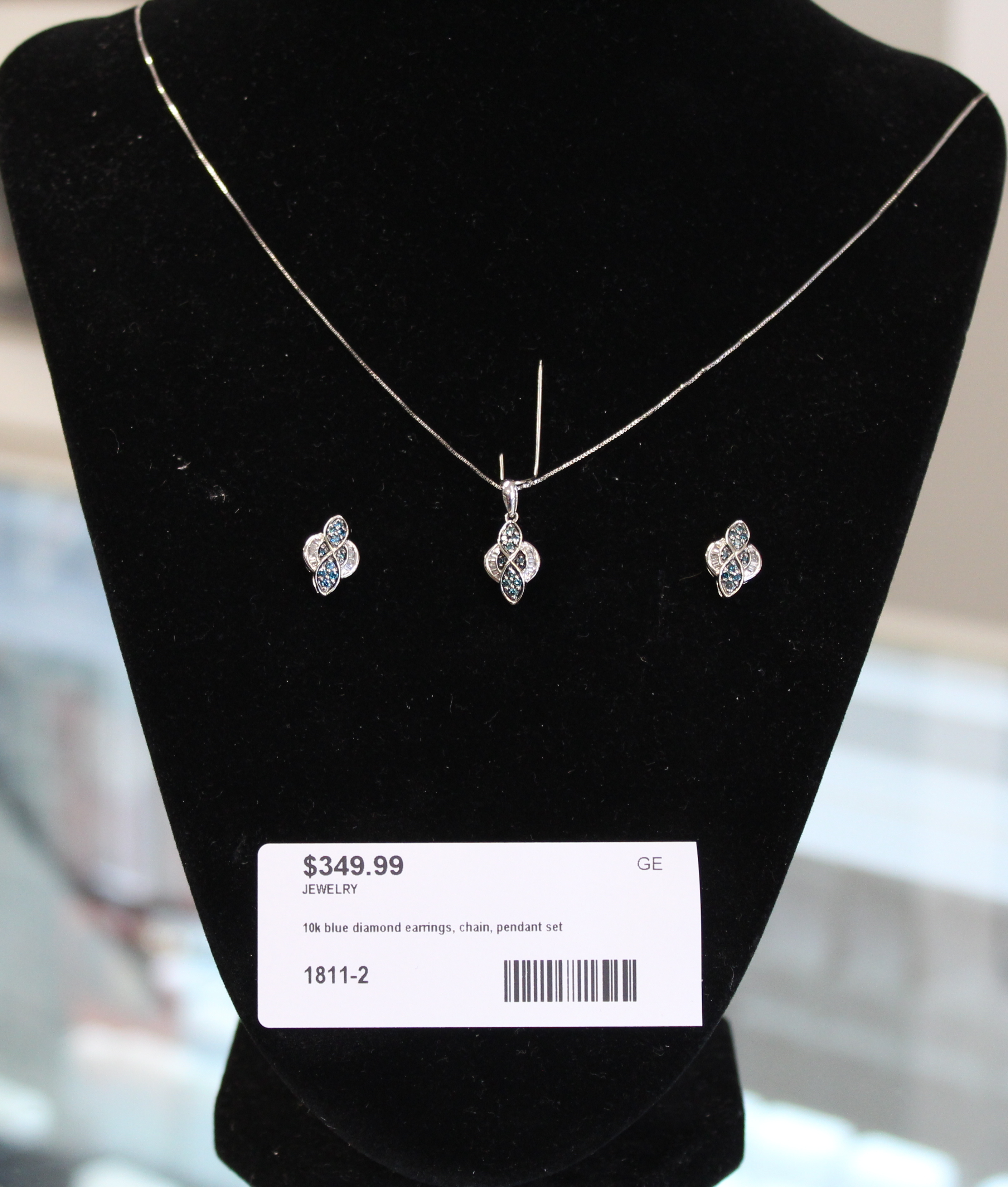 10k White Gold Diamond and Blue Diamond chain, Pendant and Earring set