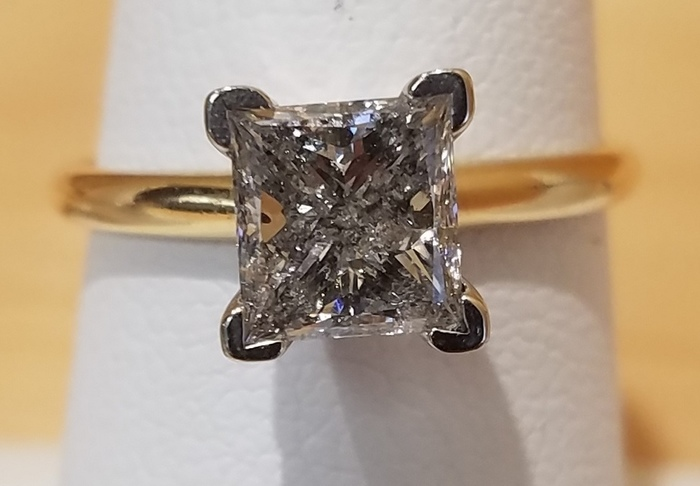 GORGEOUS 1.70 CT 14K GOLD ENGAGEMENT RING