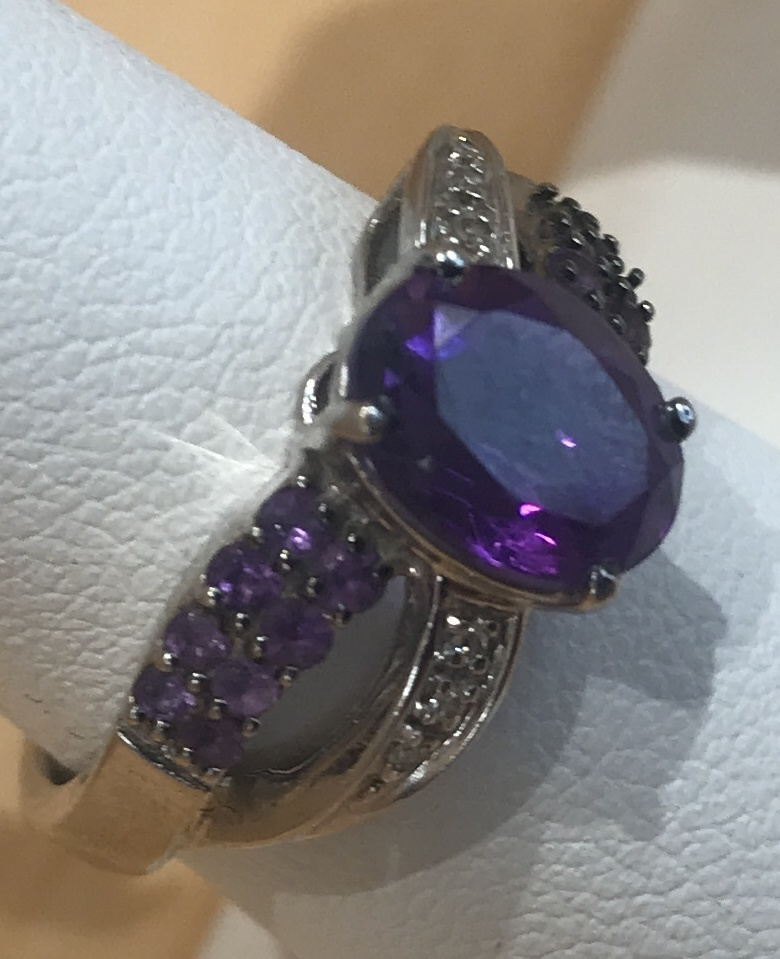 WOMEN'S WHITE GOLD ENGAGEMENT RING WITH PURPLE CENTER STONE