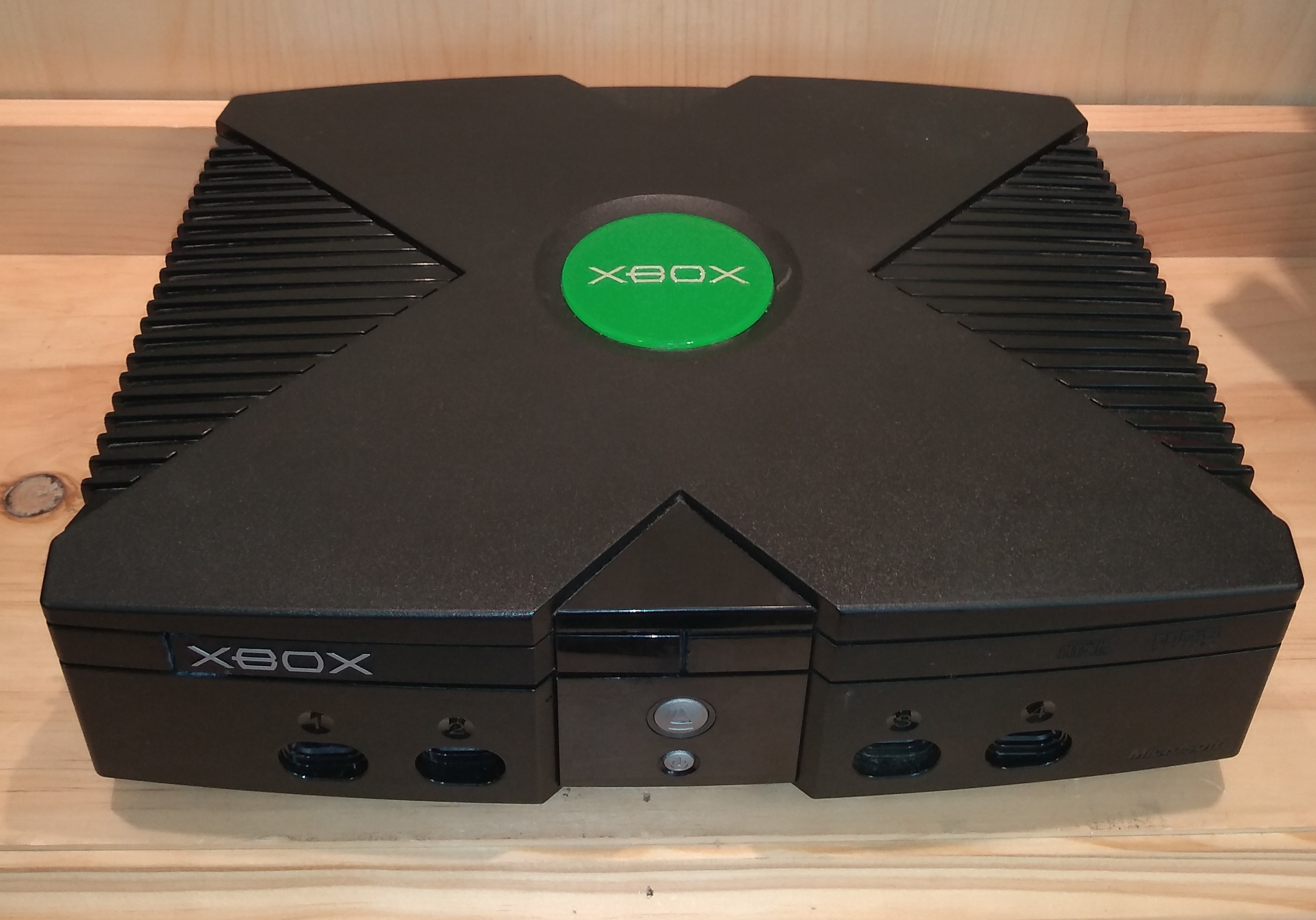 MICROSOFT ORIGINAL XBOX WITH CORDS AND REMOTE