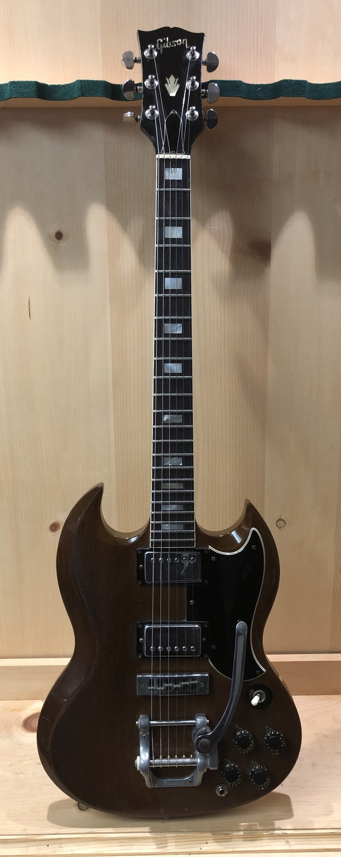 1972 GIBSON SG DELUXE ELECTRIC GUITAR