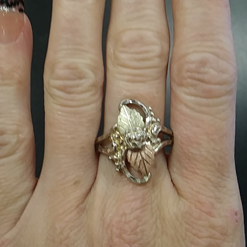 GOLD RING WITH ROSE