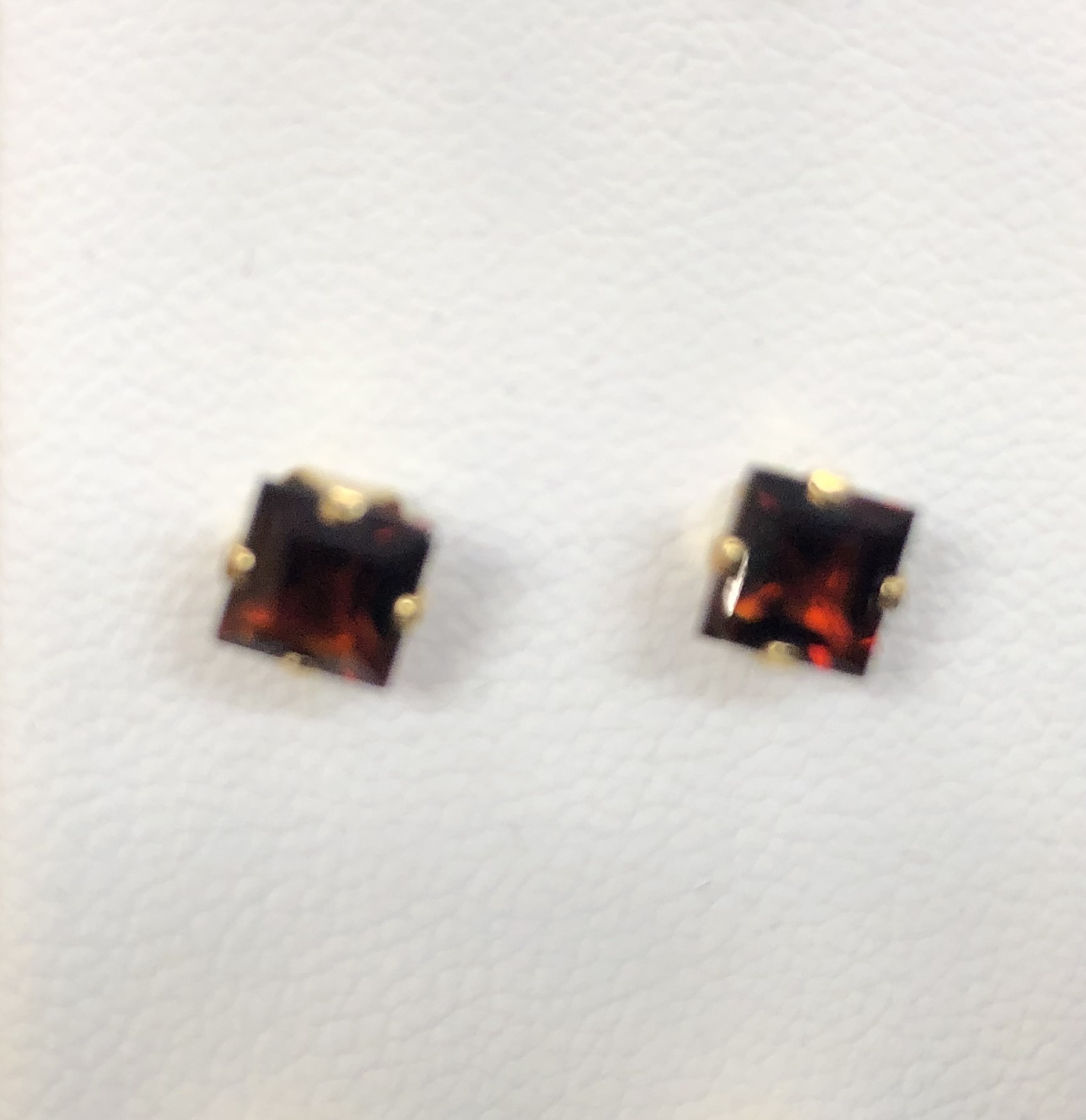 14KT .30DWT Square Red Stone Earings