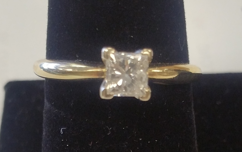 YELLOW GOLD W/ PRINCESS CUT DIAMOND