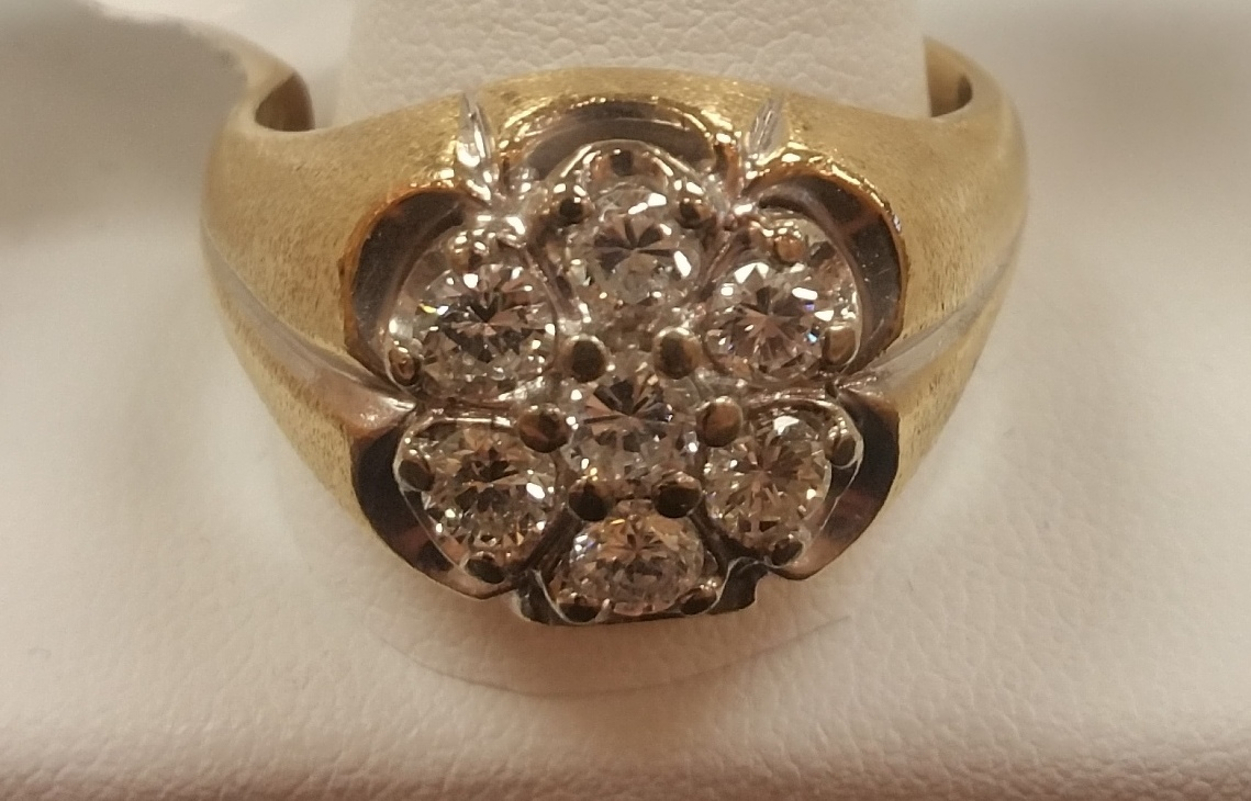 YELLOW GOLD WITH FLOWER SHAPE DIAMONDS